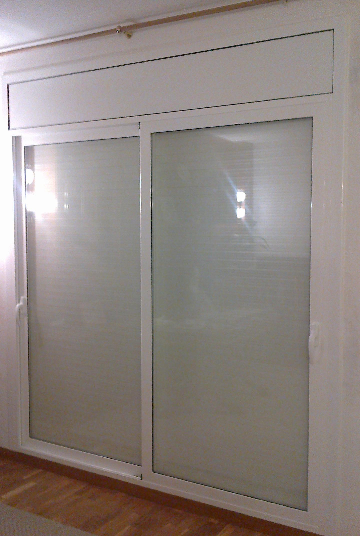 Puerta corredera de aluminio cat logo de vicar for Catalogo puertas aluminio