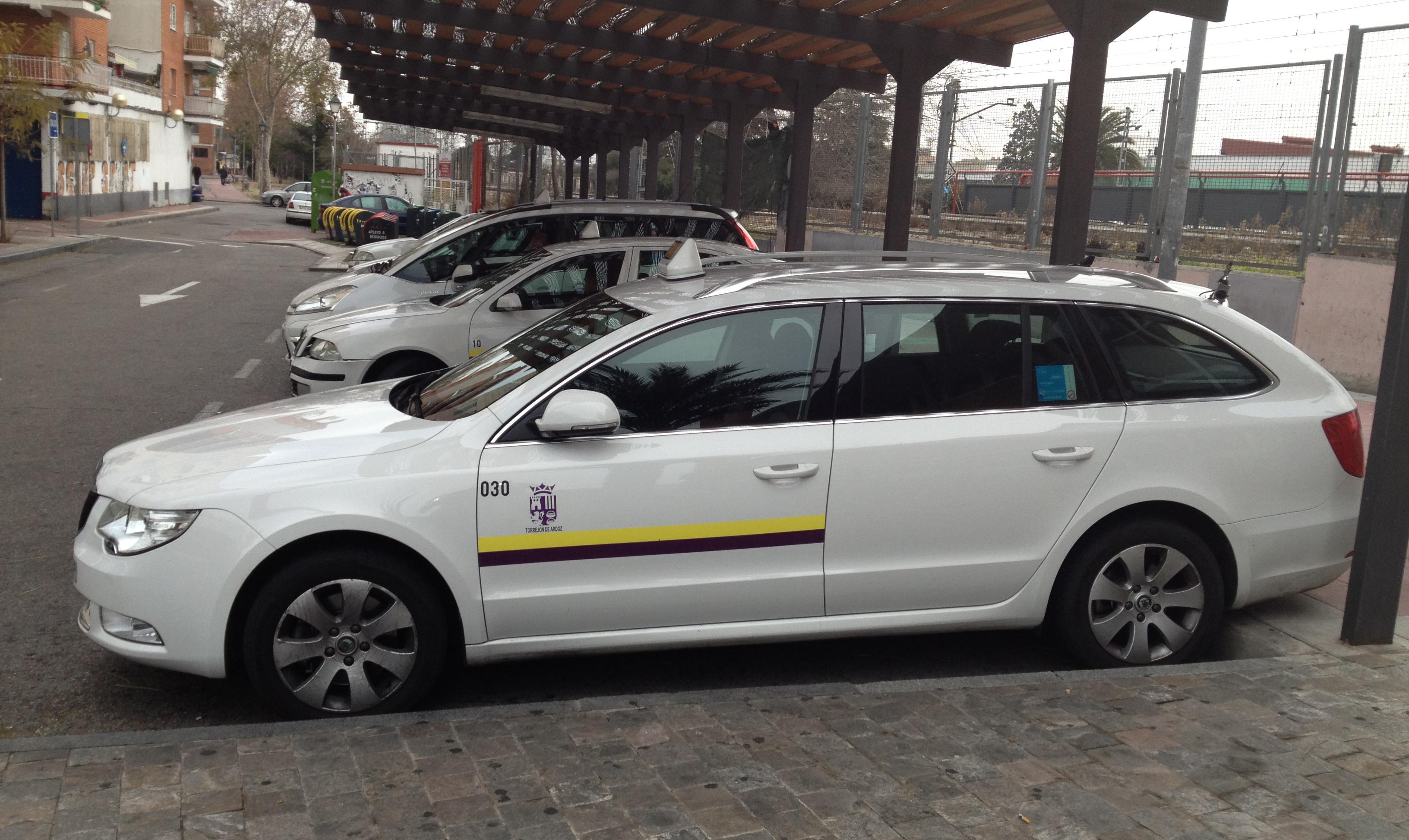 Foto 1 de taxis en torrej n de ardoz radio taxi torrej n for Chalets en torrejon de ardoz