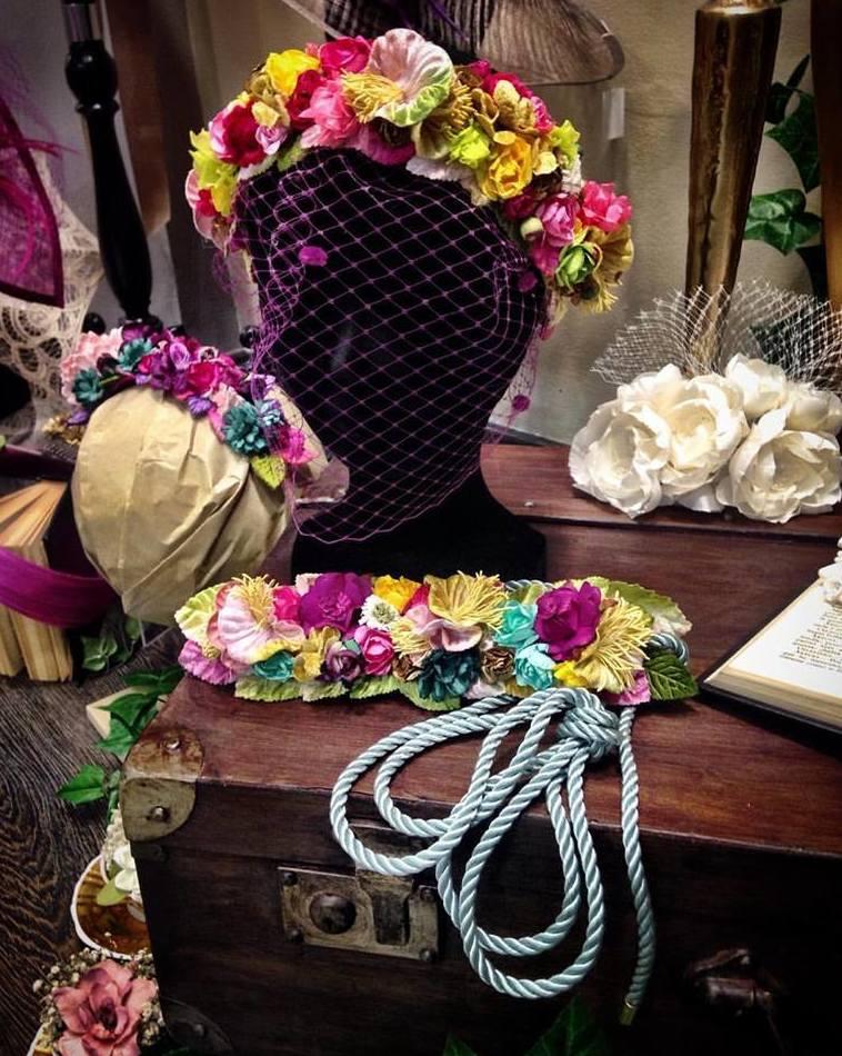 Coronas florales con cinturón a juego