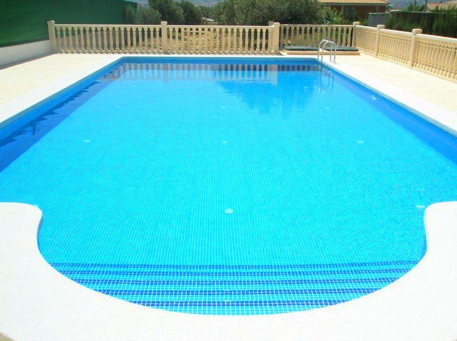 Piscina media 8x4 productos y servicios de piscivalen for Productos piscina