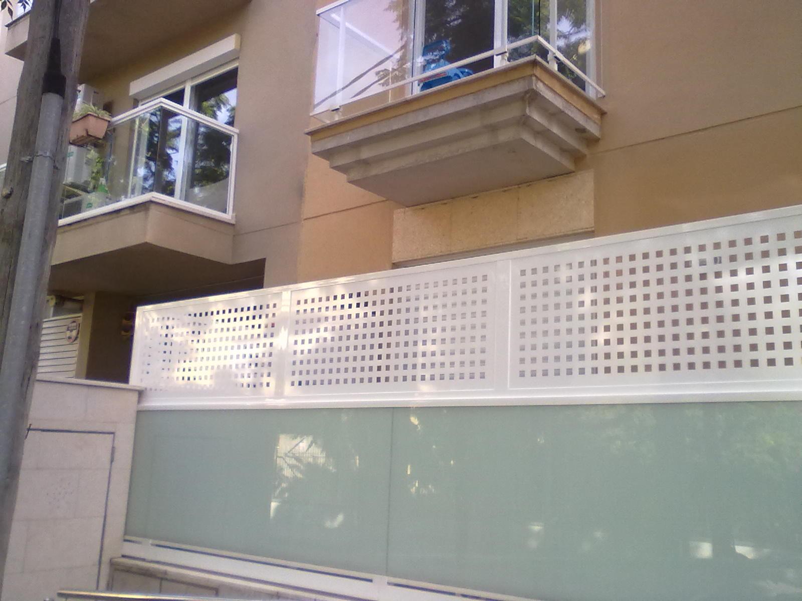 Cerramientos de terrazas cat logo de toldos soto - Vallas de separacion ...