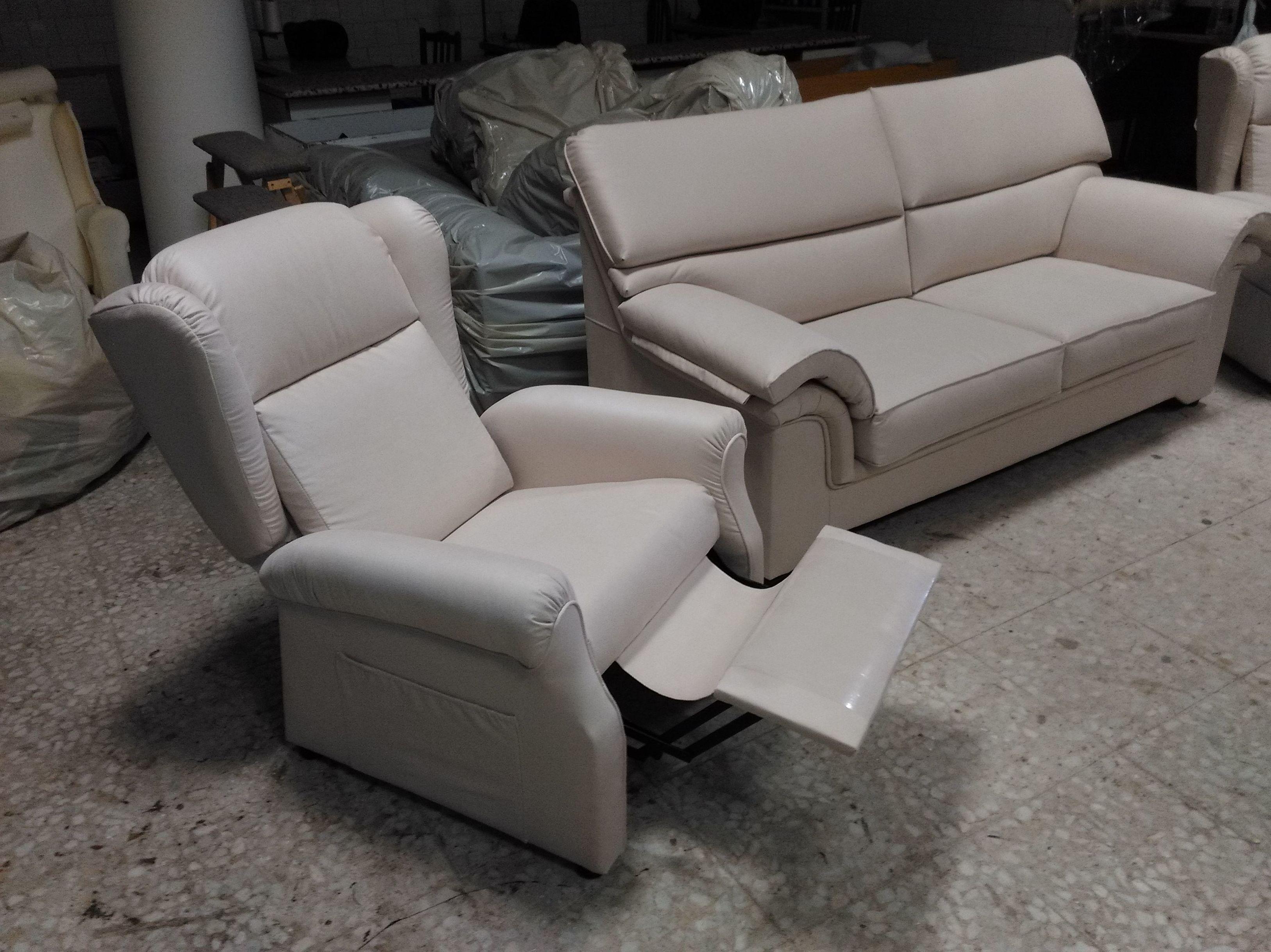 Tapizados de sofas precios interesting tapizados de sofas for Precios de sofas de piel