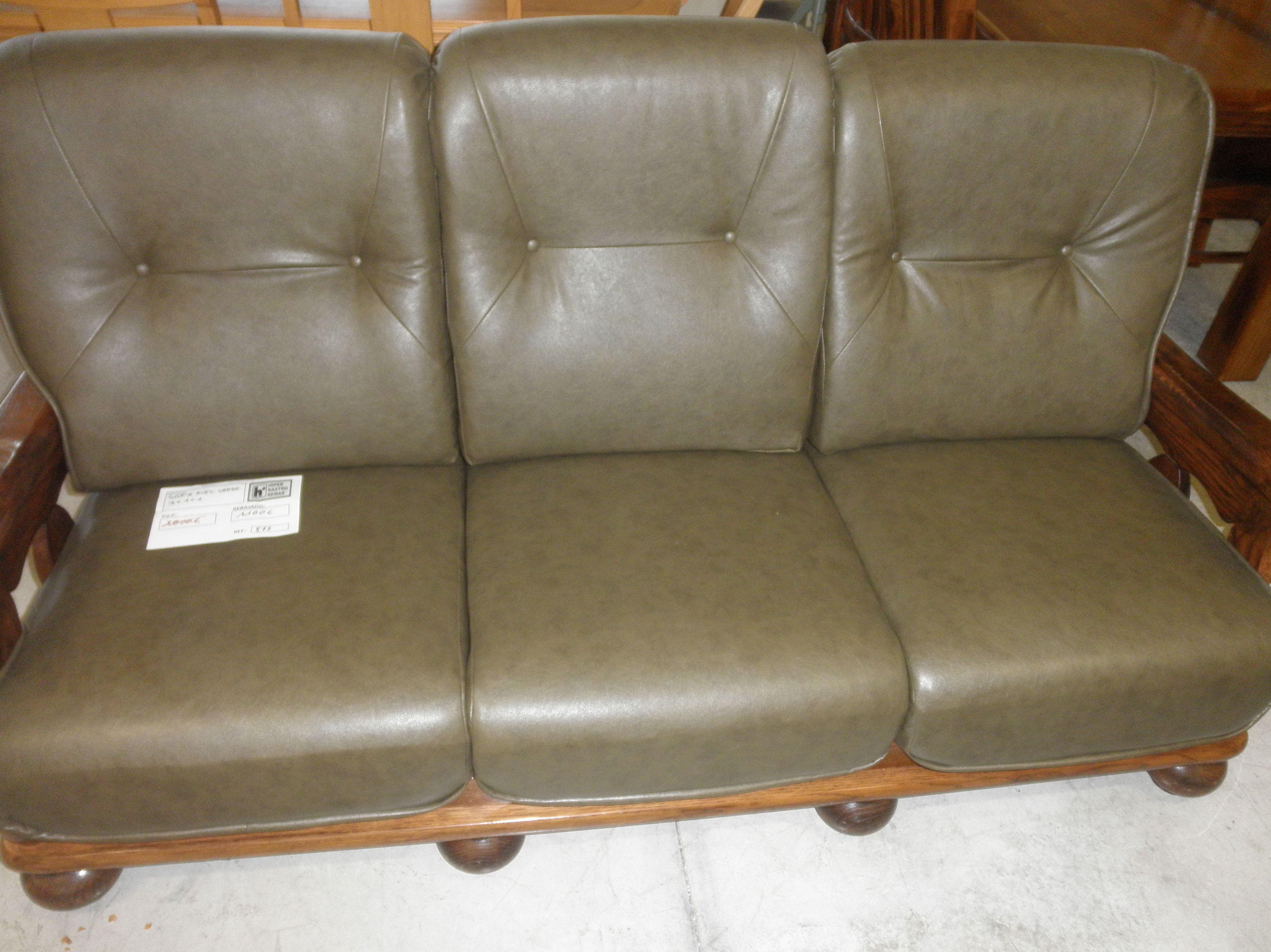 Tresillos y sofas piel color verde hiperrrastro remar for Tresillos de piel