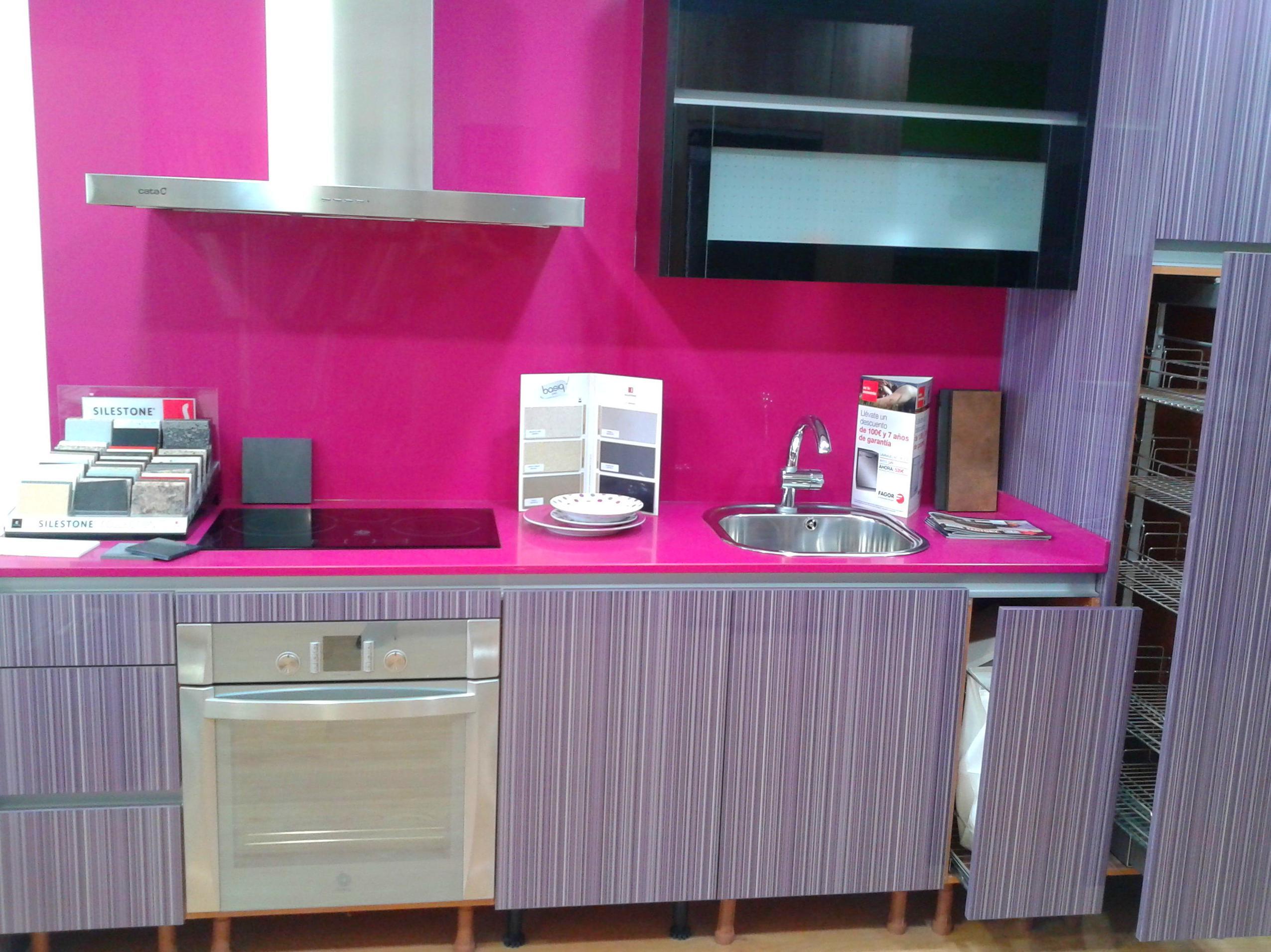 Venta cocina exposici n muebles silestone servicios de cuin factory - Exposicion cocinas barcelona ...