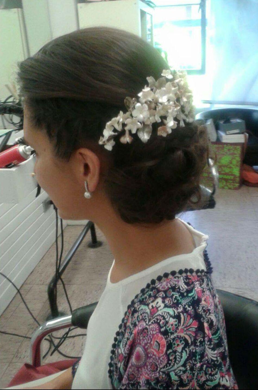 recojido novia con corona floral