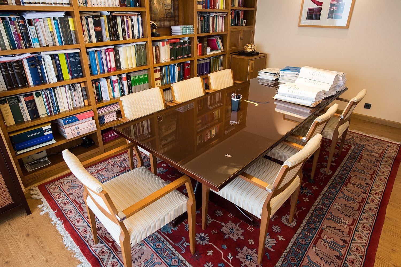 Amplia sala de reuniones