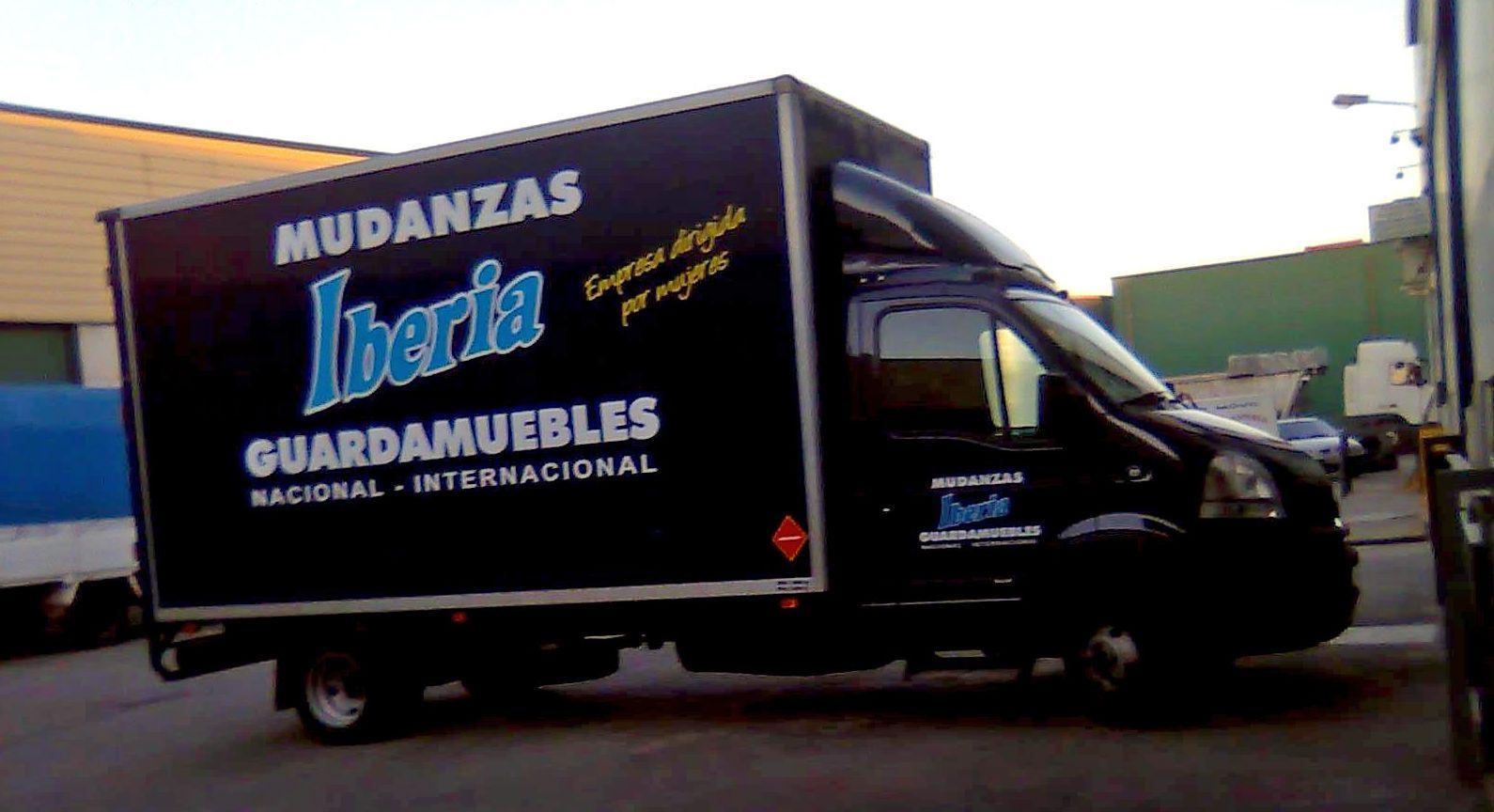 Mudanzas baratas nacionales transportes de paneles de madera for Mudanzas oficinas madrid
