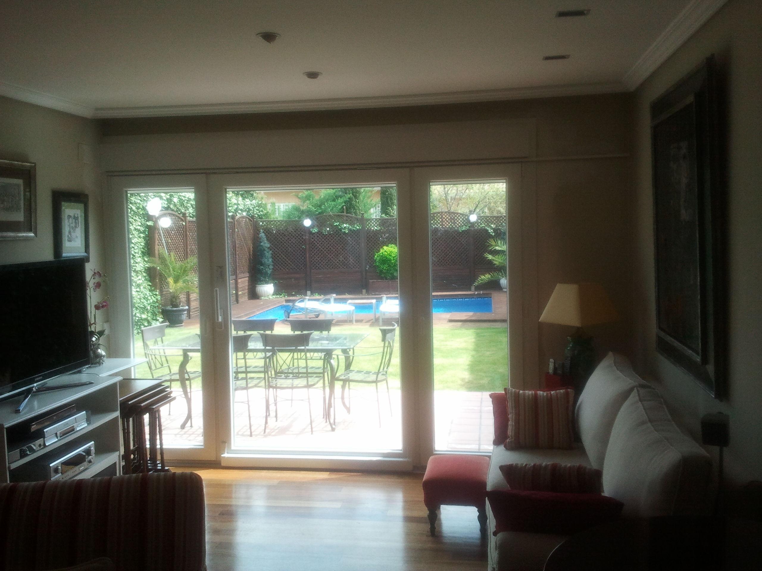 Foto 24 de ventanas en pozuelo de alarc n alf izar for Puerta osciloparalela