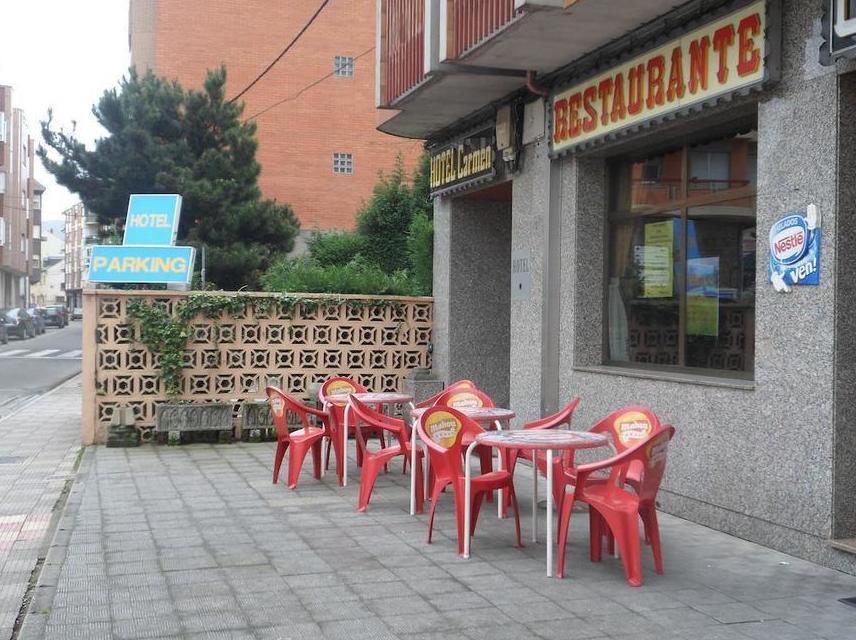 Hotel con parking y restaurante