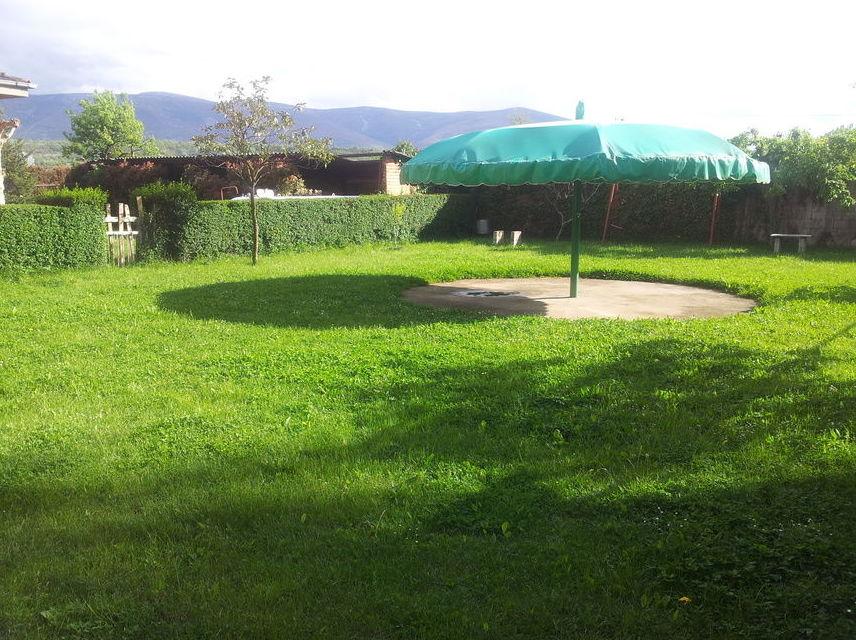 Amplios jardines exteriores