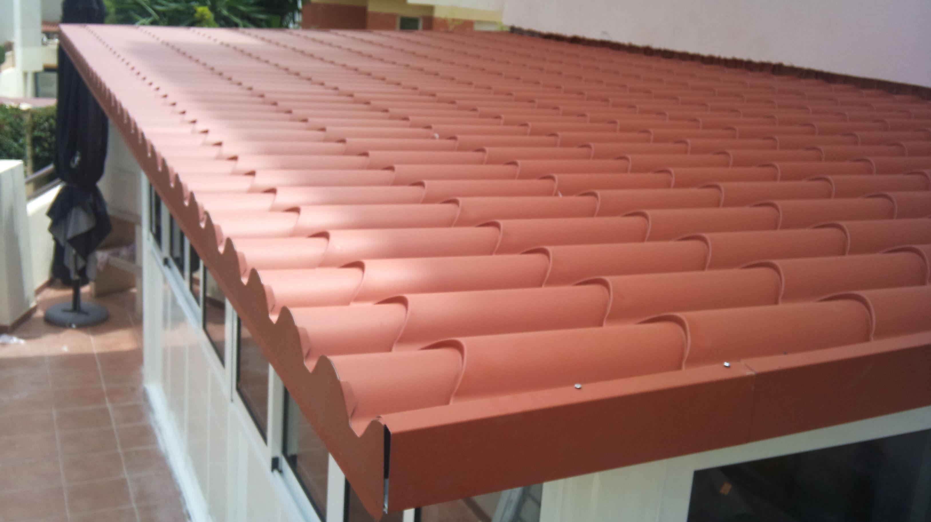 Foto 23 de toldos y p rgolas en aluminios mediterr neo for Chapa imitacion teja sin aislamiento