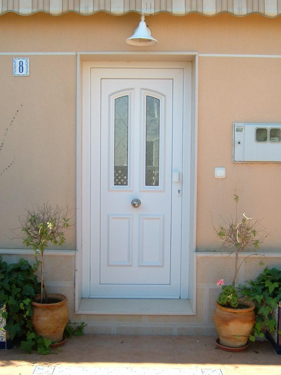Puerta principal (modelo santiago con dos vidrios vitral rombos)