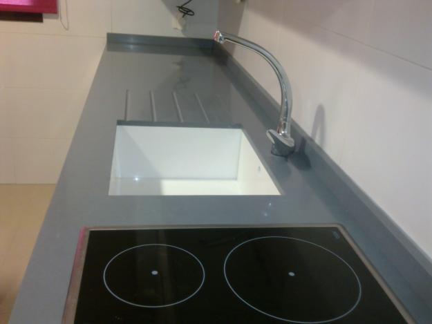 Encimera negro gris plomo cemento niebla etc cat logo y exposici n de alcom rmol - Encimeras compac precio ...