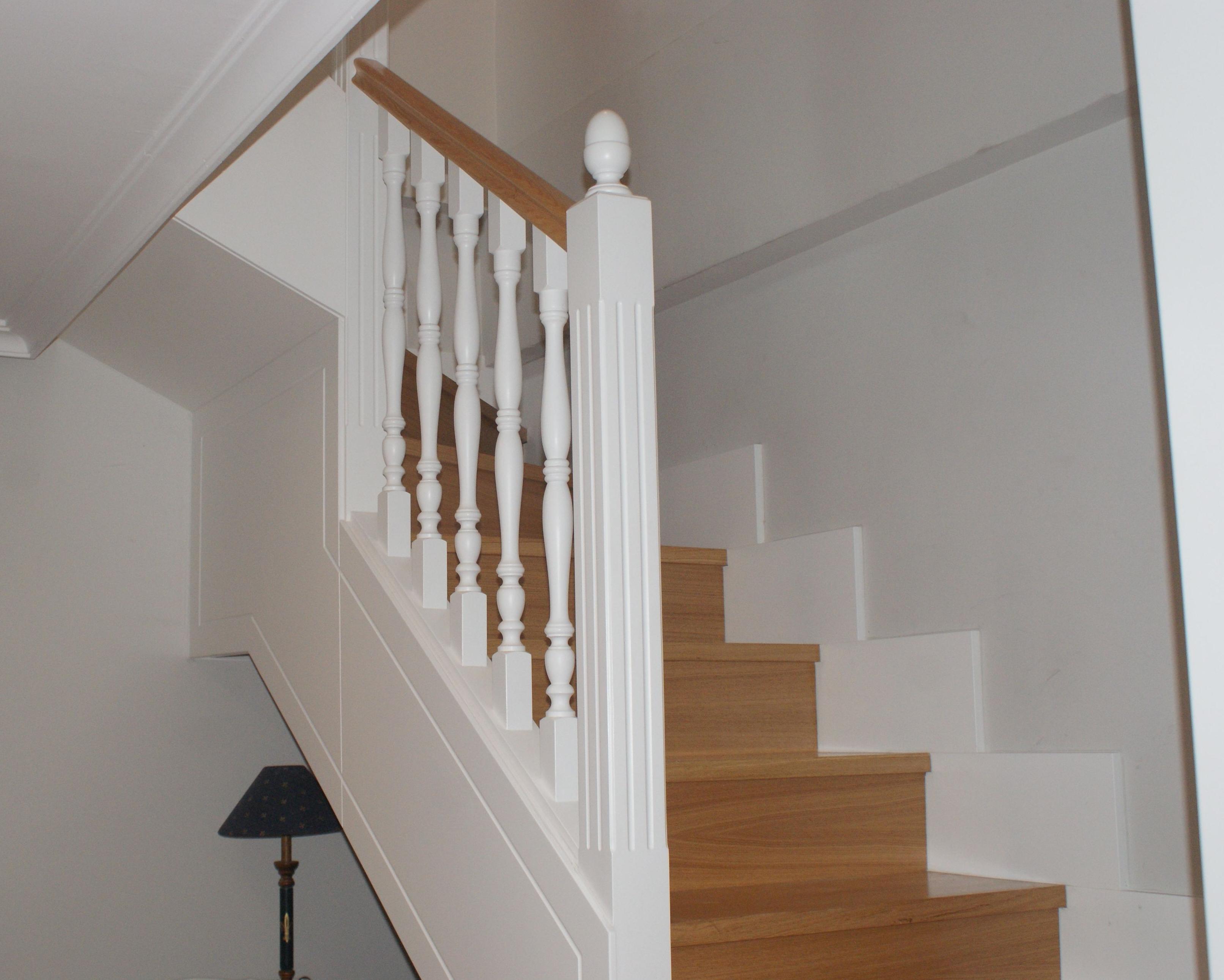 Escaleras de madera a medida lacadas cat logo de - Maderas para escaleras ...