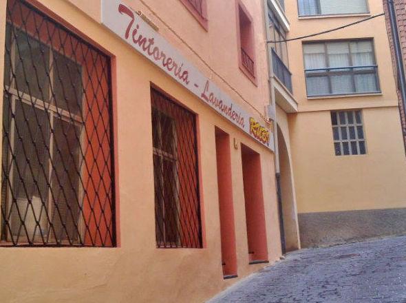 FACHADA PRINCIPAL  tintorería - 2 plantas con 270 m2