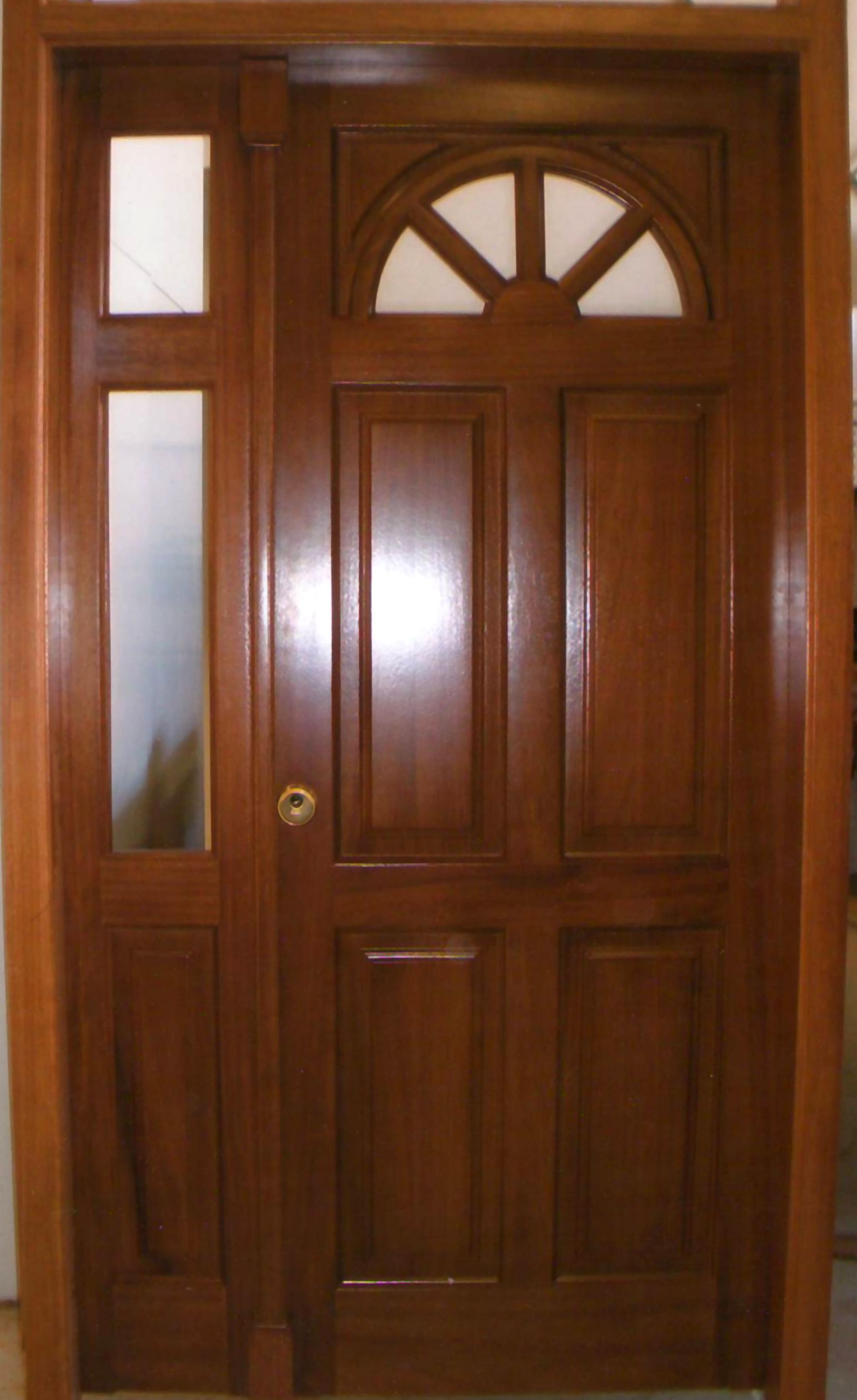 Puerta de entrada maciza Iroko