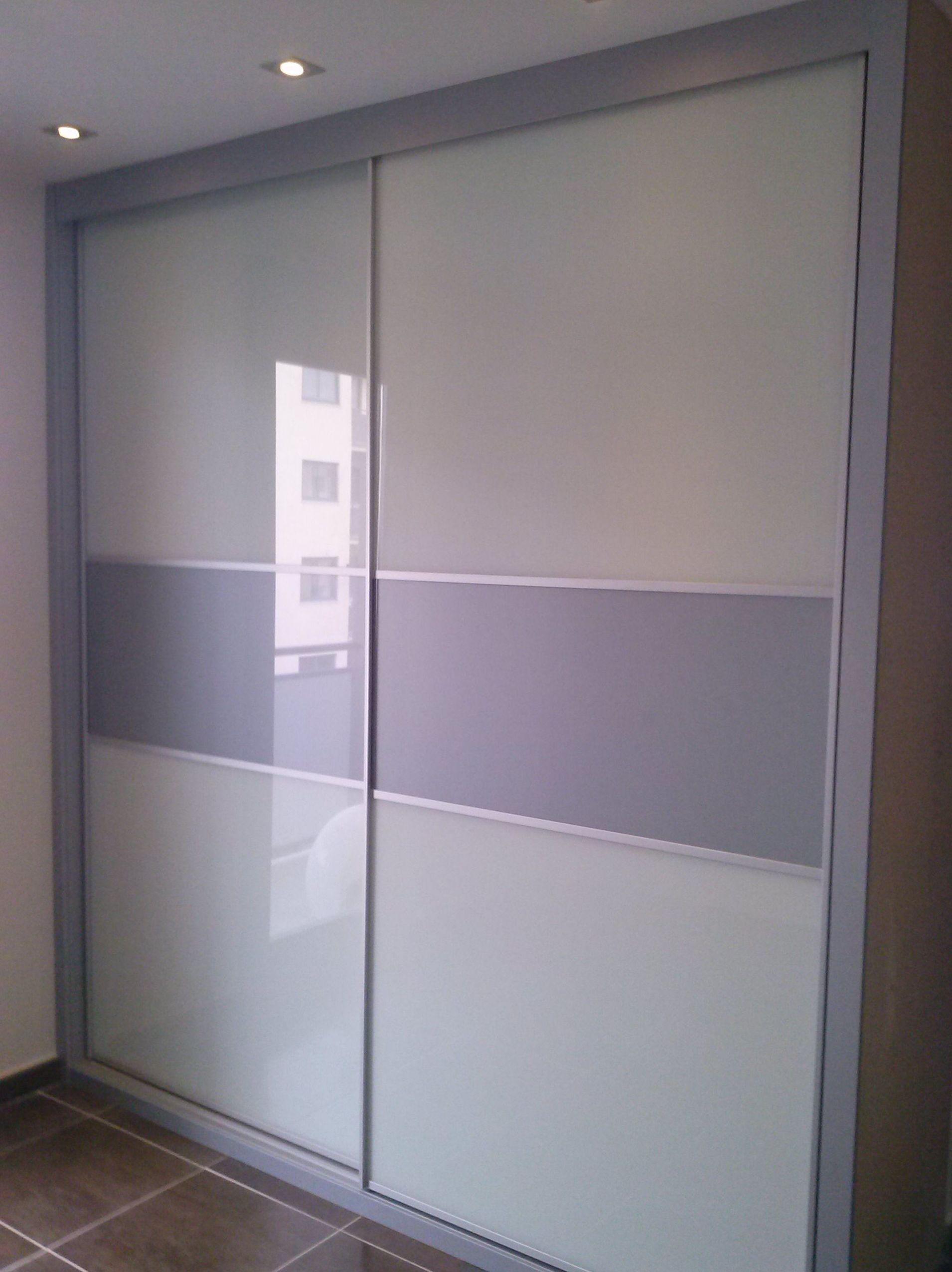 Armarios empotrados blancos latest en dos frentes with for Puertas acristaladas interior