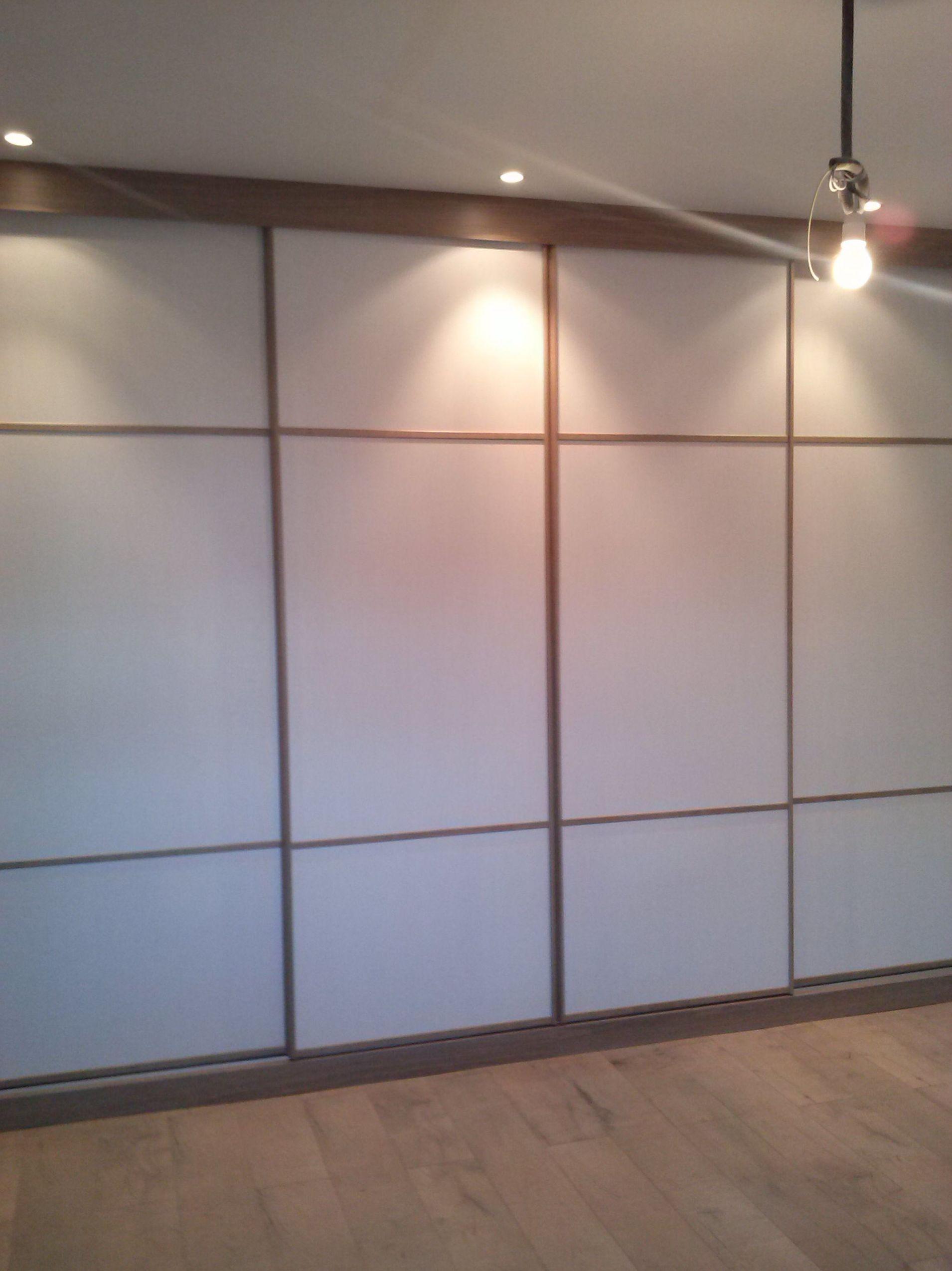 Puerta corredera armario empotrado finest armario empotrado de tres puertas correderas con - Puertas de cristal para armarios ...