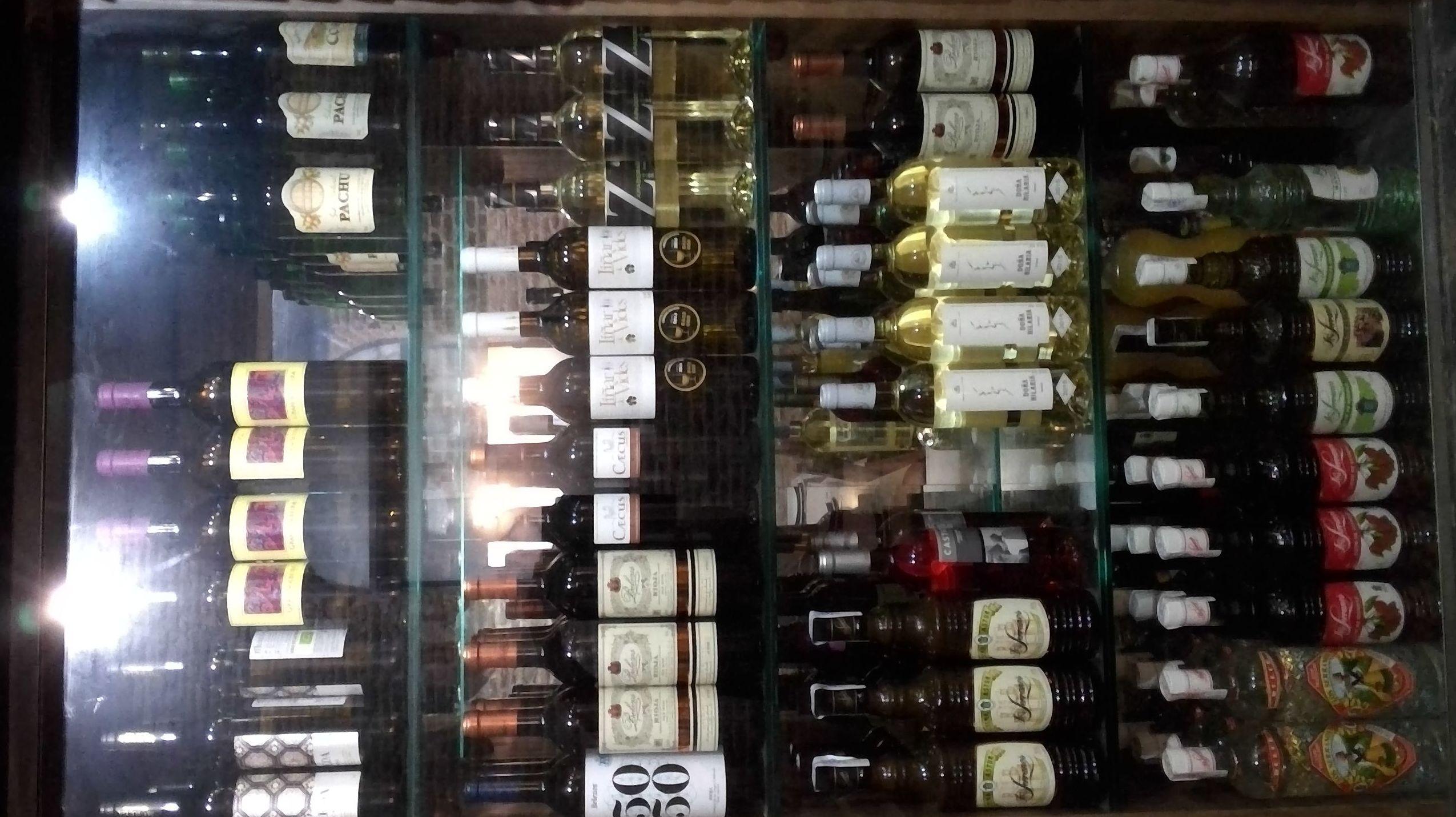 Amplia carta de vinos
