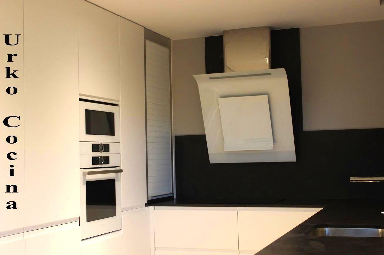 Muebles de cocina a medida en bilbao for Muebles de cocina a medida