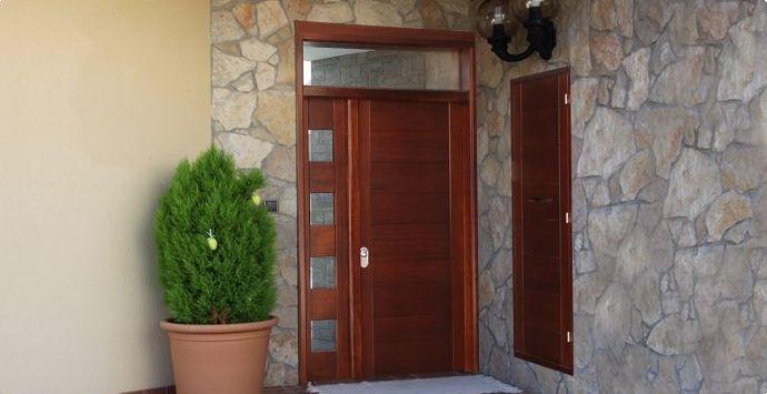 Puertas de madera para interiores en horta guinard for Puertas de madera interiores