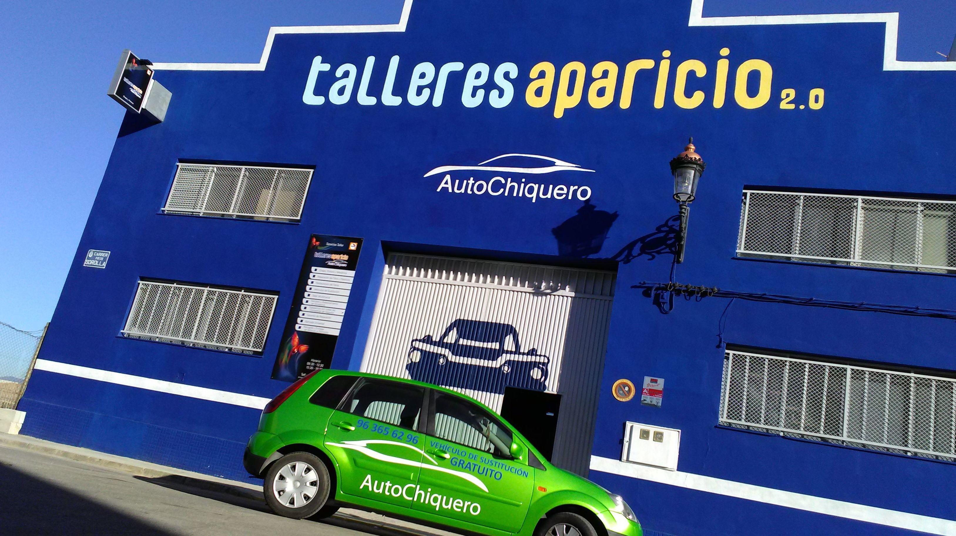 Foto 1 de Talleres de chapa y pintura en Valencia | Talleres Aparicio Autochiquero