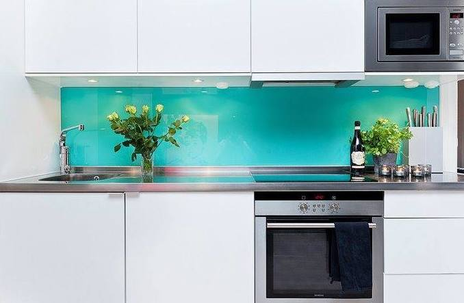 Cristal en colores para tu cocina - Frentes de cocina ...