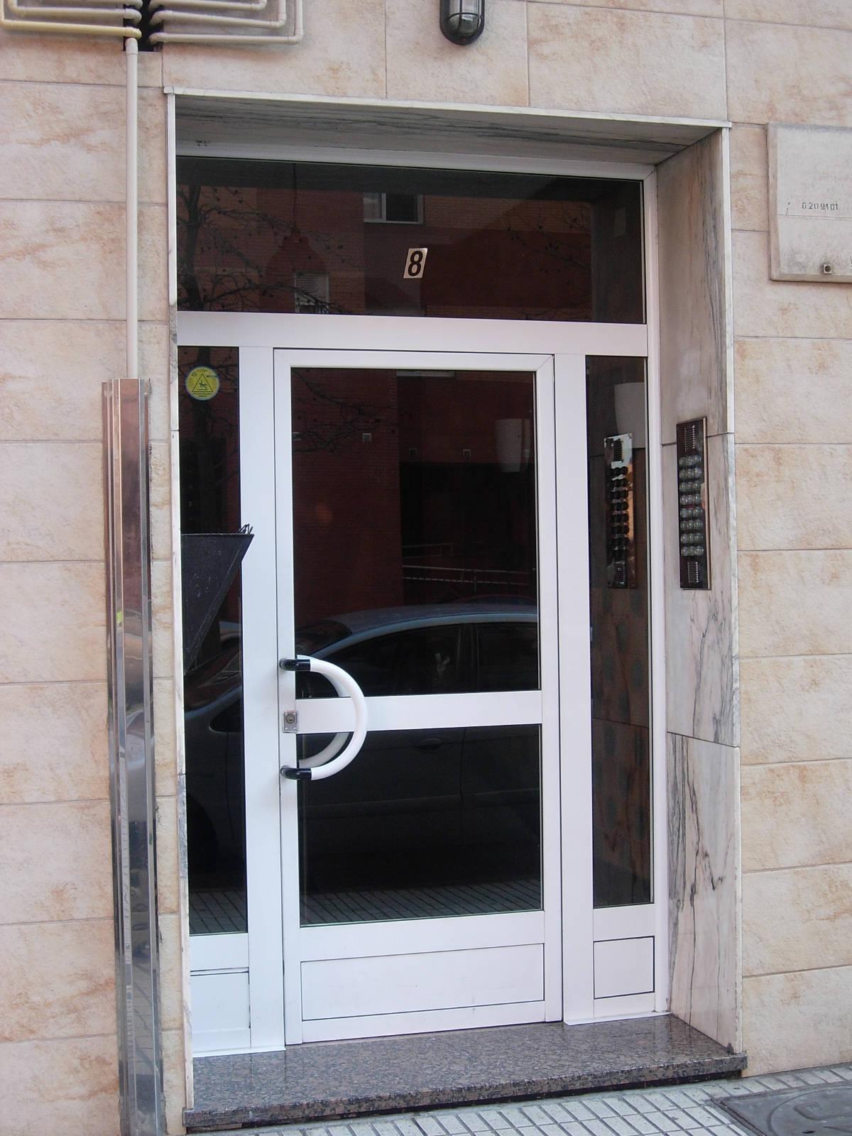 Puertas de portales cat logo de carpinter a de aluminio y for Catalogo de puertas de aluminio