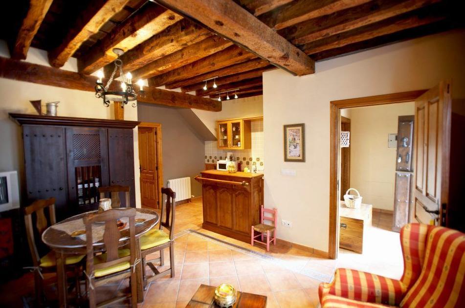 Amplio salón con cocina integrada