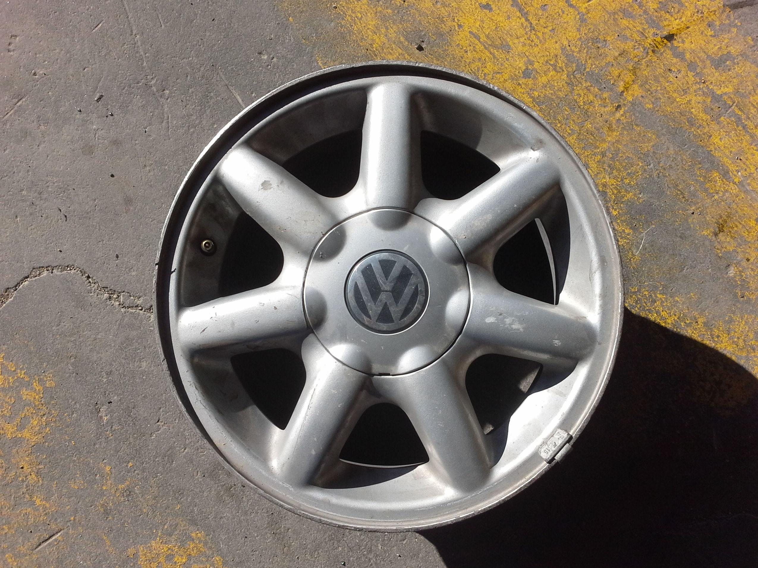 Llantas de Volkswagen de aluminio en R 14 en desguaces clemente de albacete