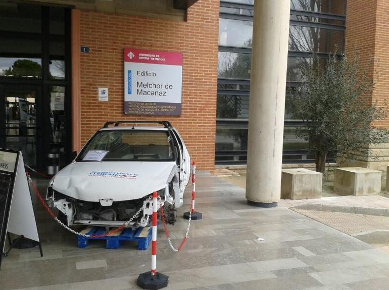 Coches cedidos para charlas en universidad de Albacete por desguaces Clemente