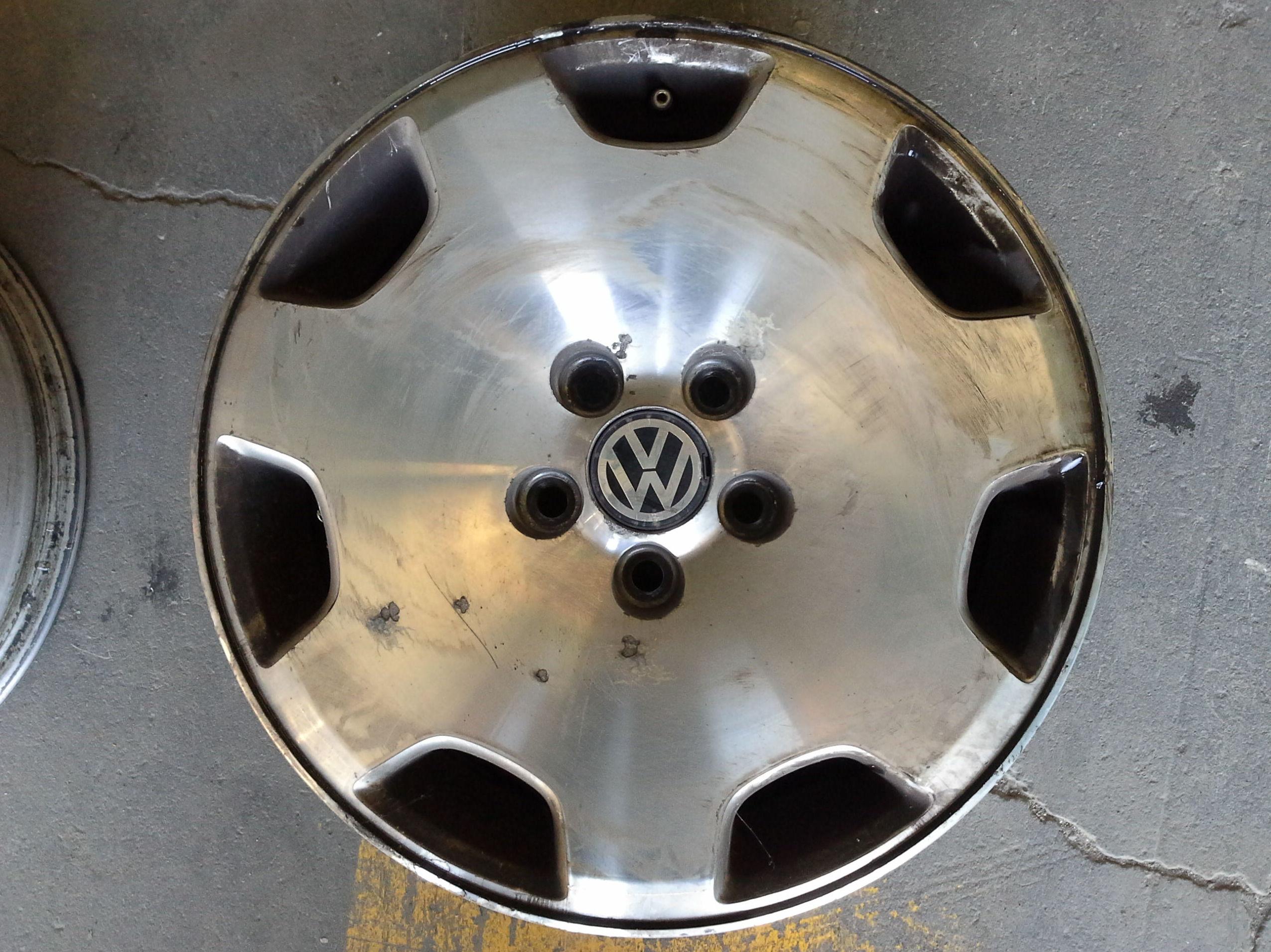 Llantas de Volkswagen en R-15 de 5 tornillos en Desguaces Clemente de Albacete