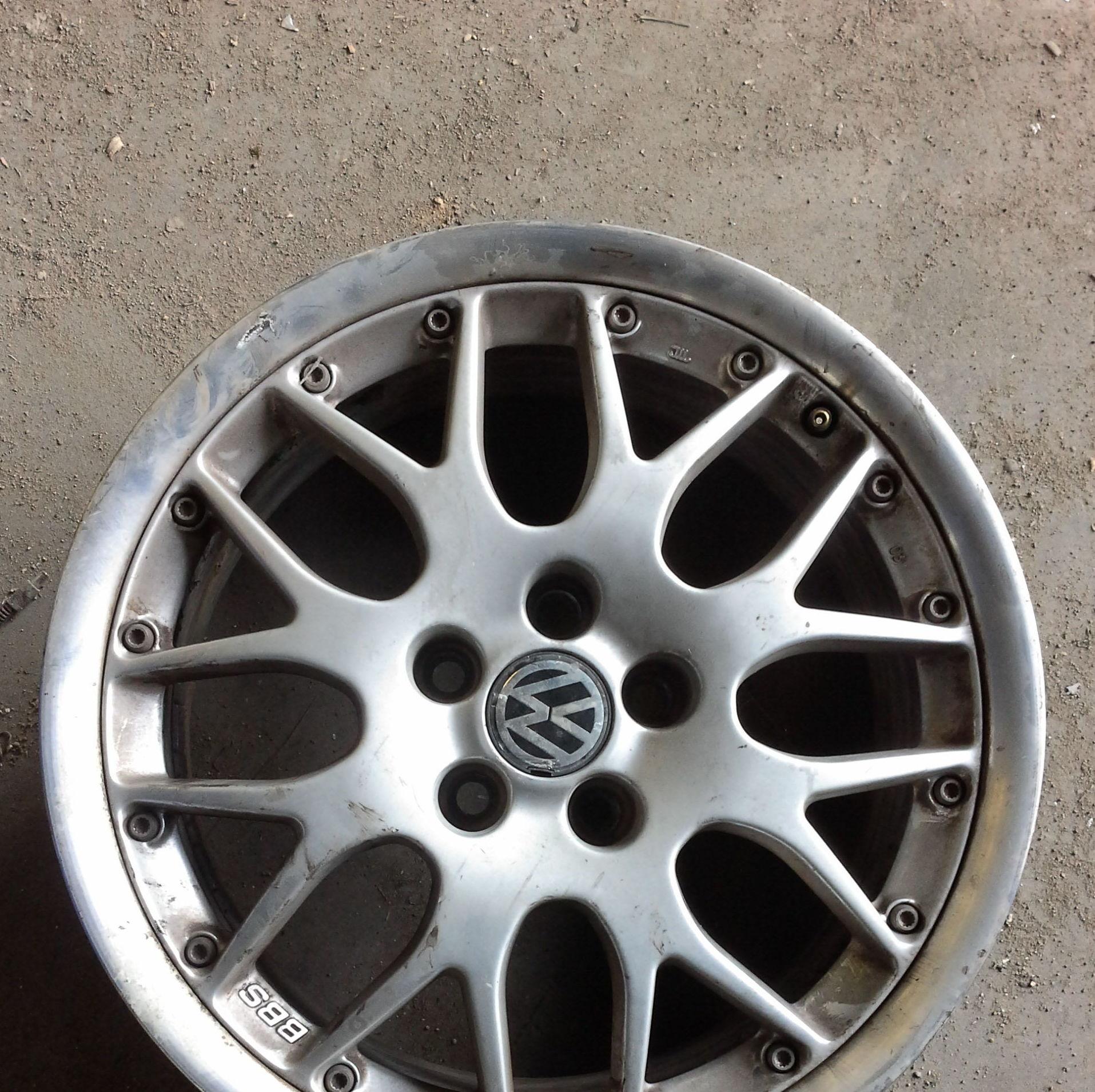 Juego de llantas de Volkswagen de aluminio en R-16 de 5 tornillos en desgjaces clemente de Albacete