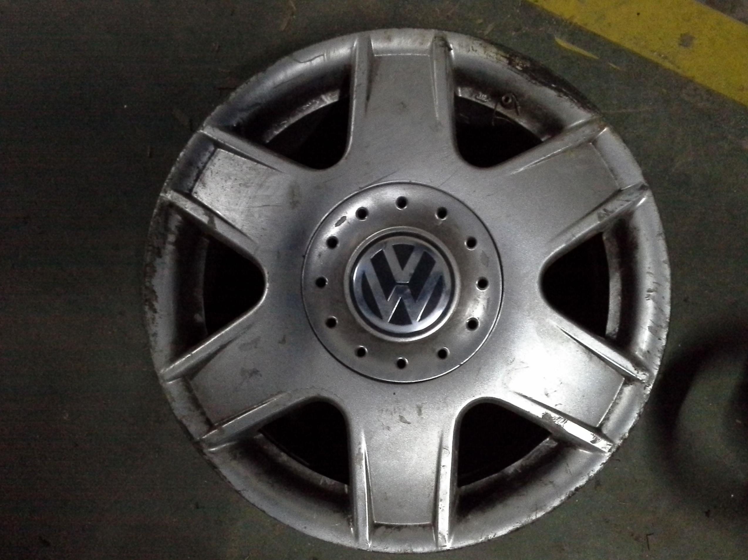 Llantas de aluminio de Volkswagen de R-16 de 5 tornillos en desguaces Clemente de Albacete