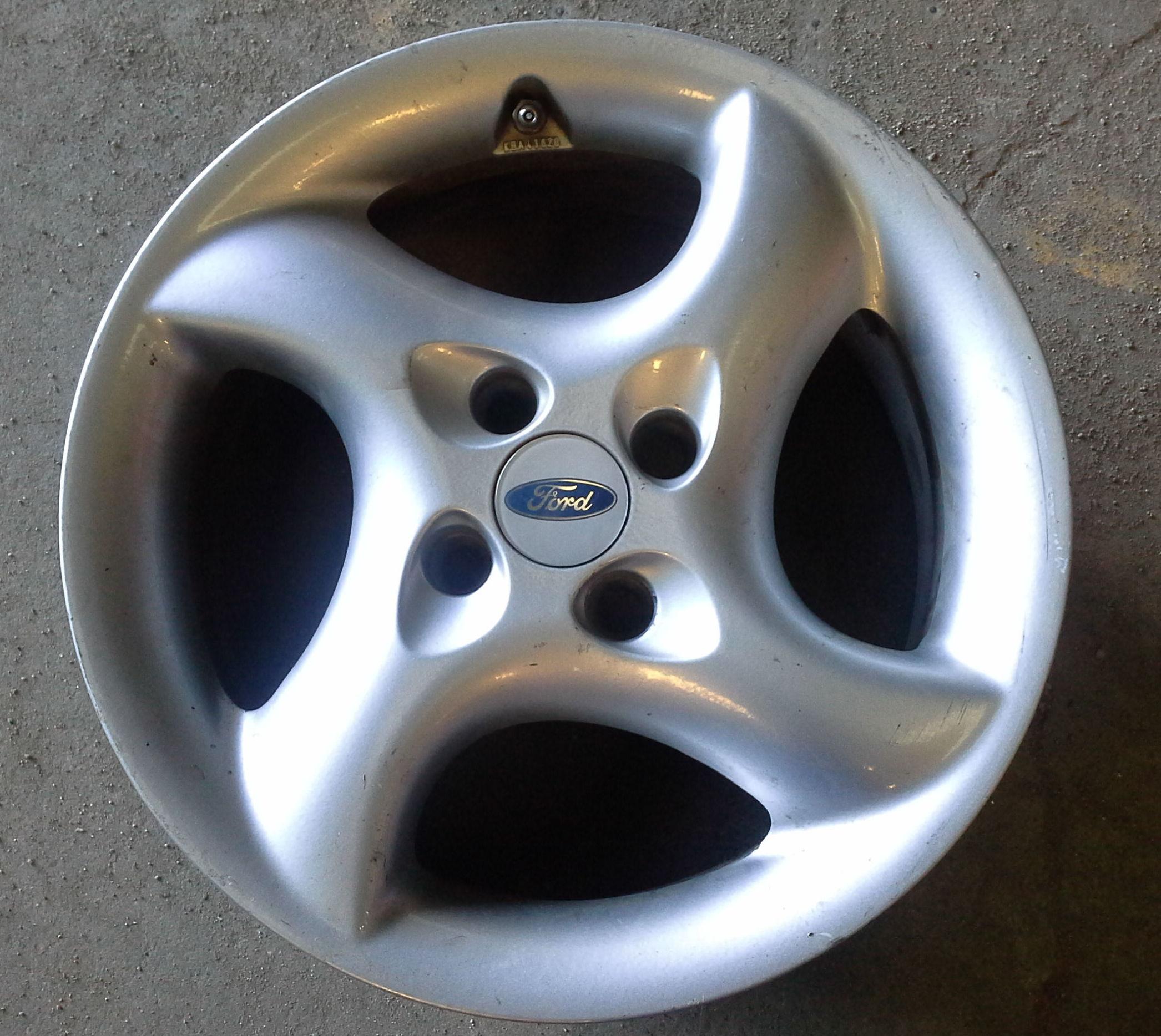 Llantas de aluminio de Ford R-16 en Desguaces Clemente de Albacete