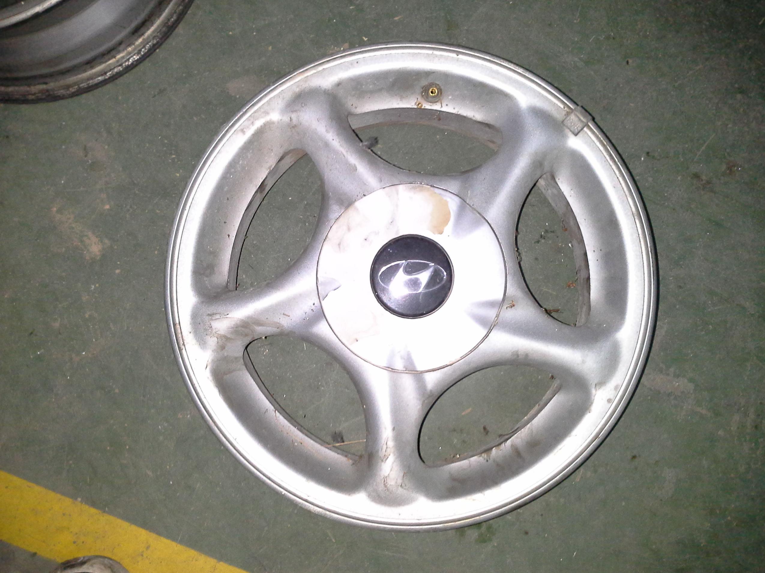 Juego de llantas de aluminio de Hyundai en R-15 de 4 tornillos