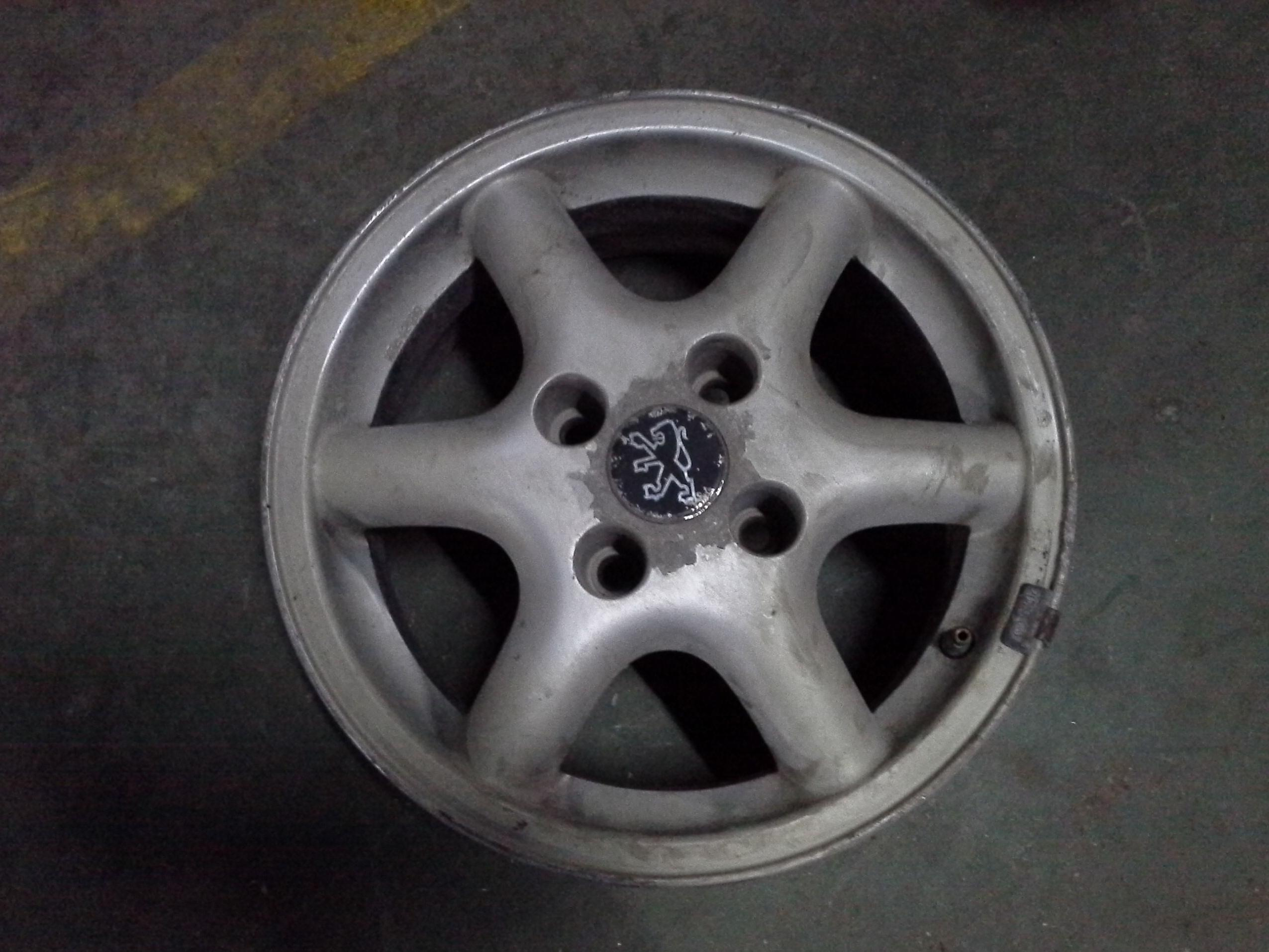 Llantas de aluminio de Peugeot en R14 de 4 tornillos