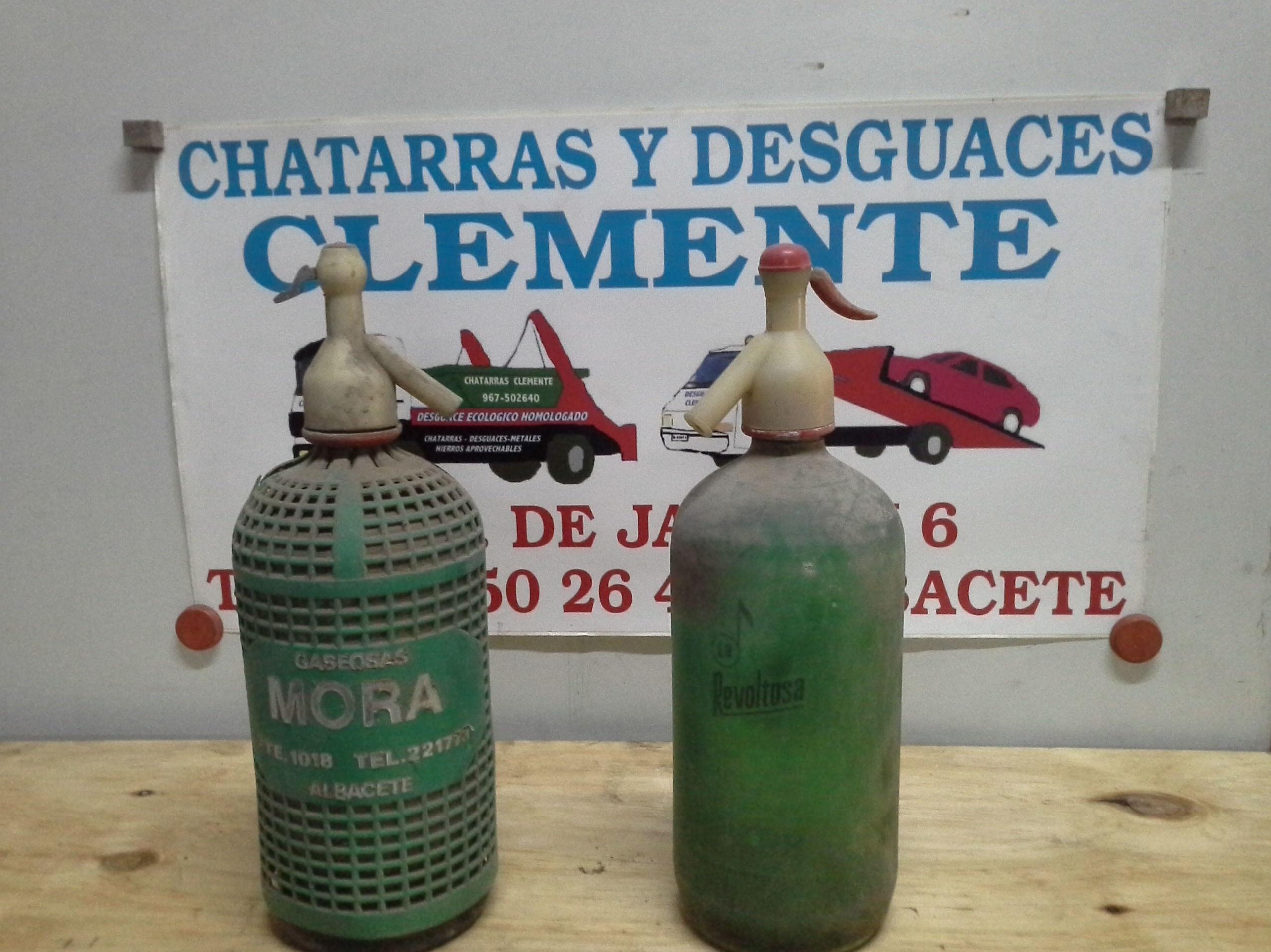 botellas de sifon antiguas en chatarras clemente de Albacete