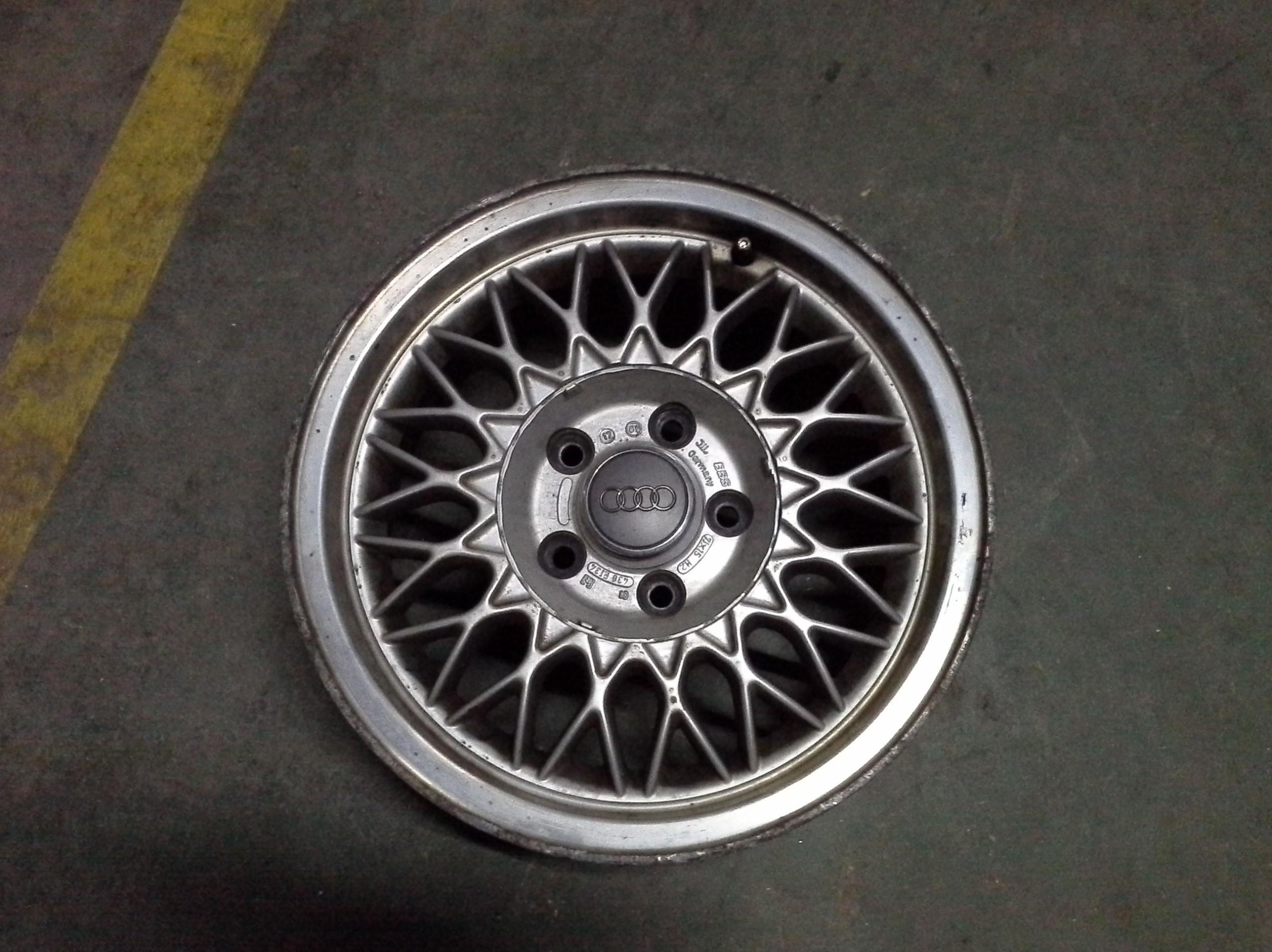 Llantas de aluminio de Audi en R-15 de 5 tornillos en Desguaces Clemente de Albacete