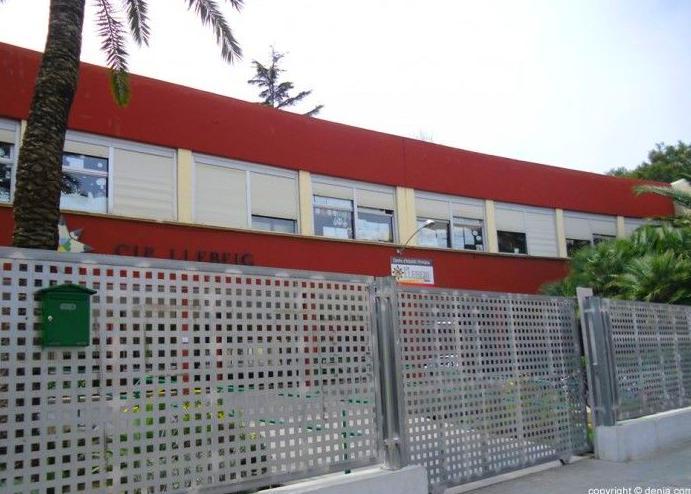 Vallas y puertas colegio llebeig (Denia)