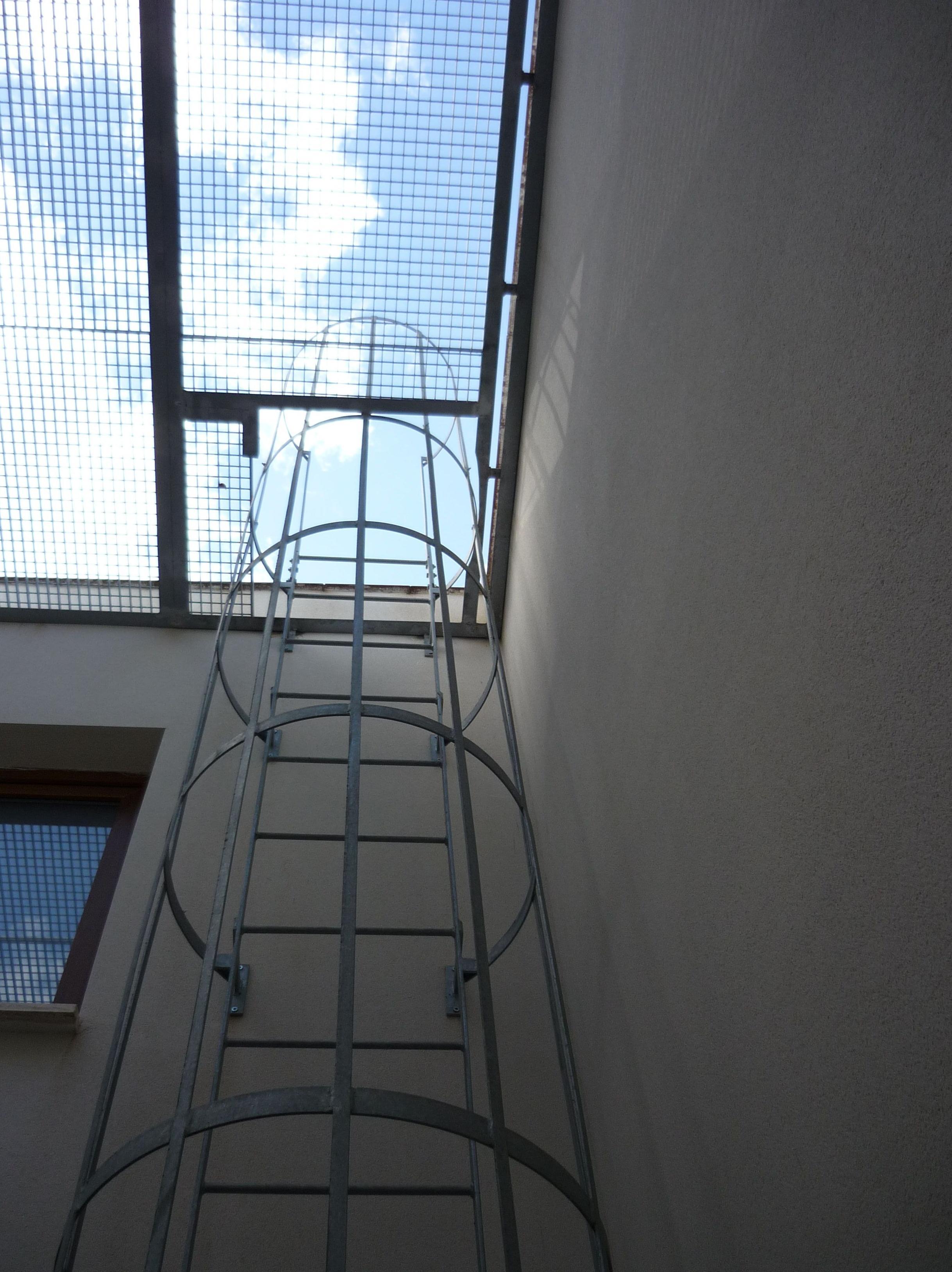 Escalera de subida a terraza