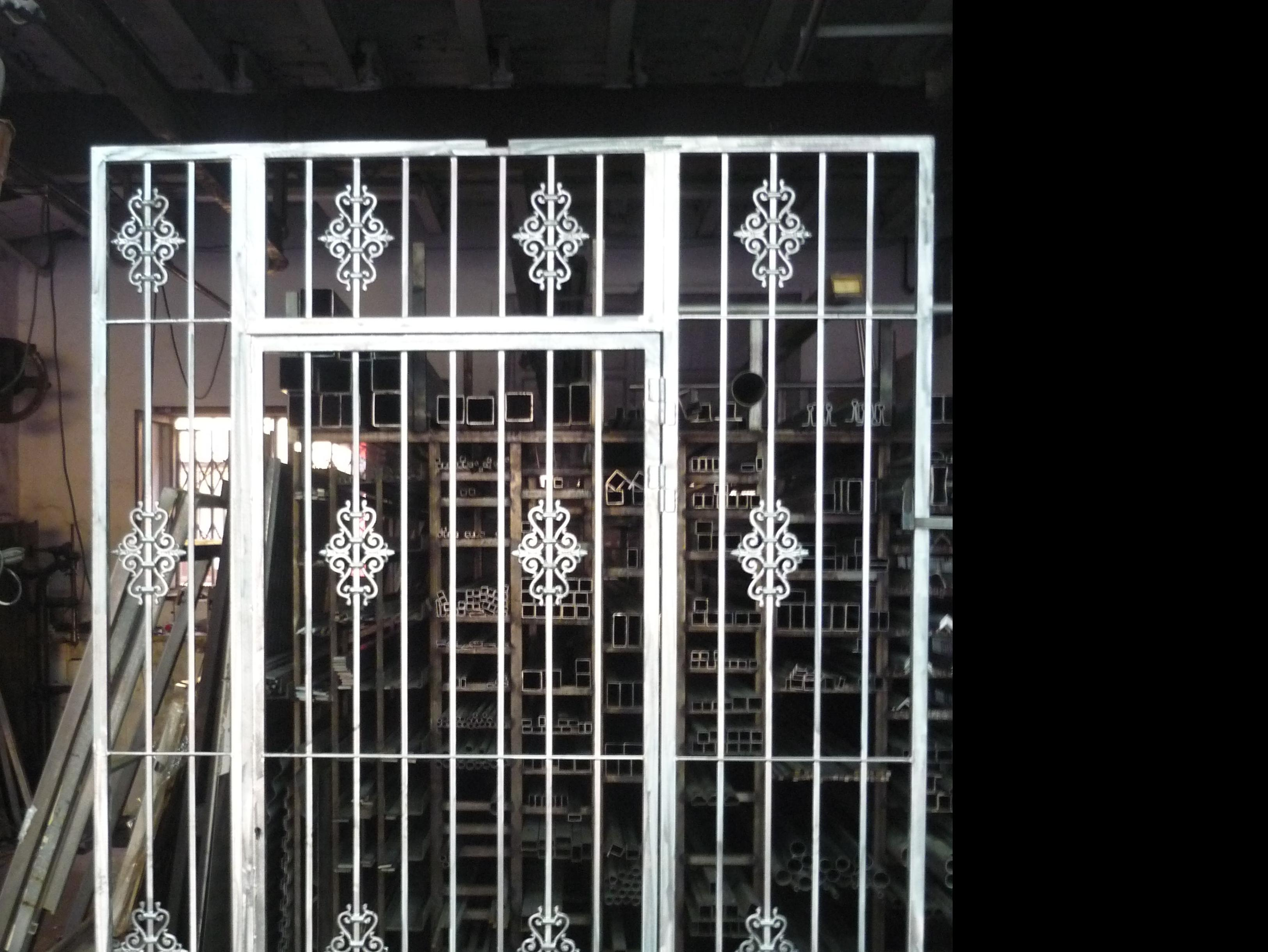 Puerta de entrada de casa galvanizada