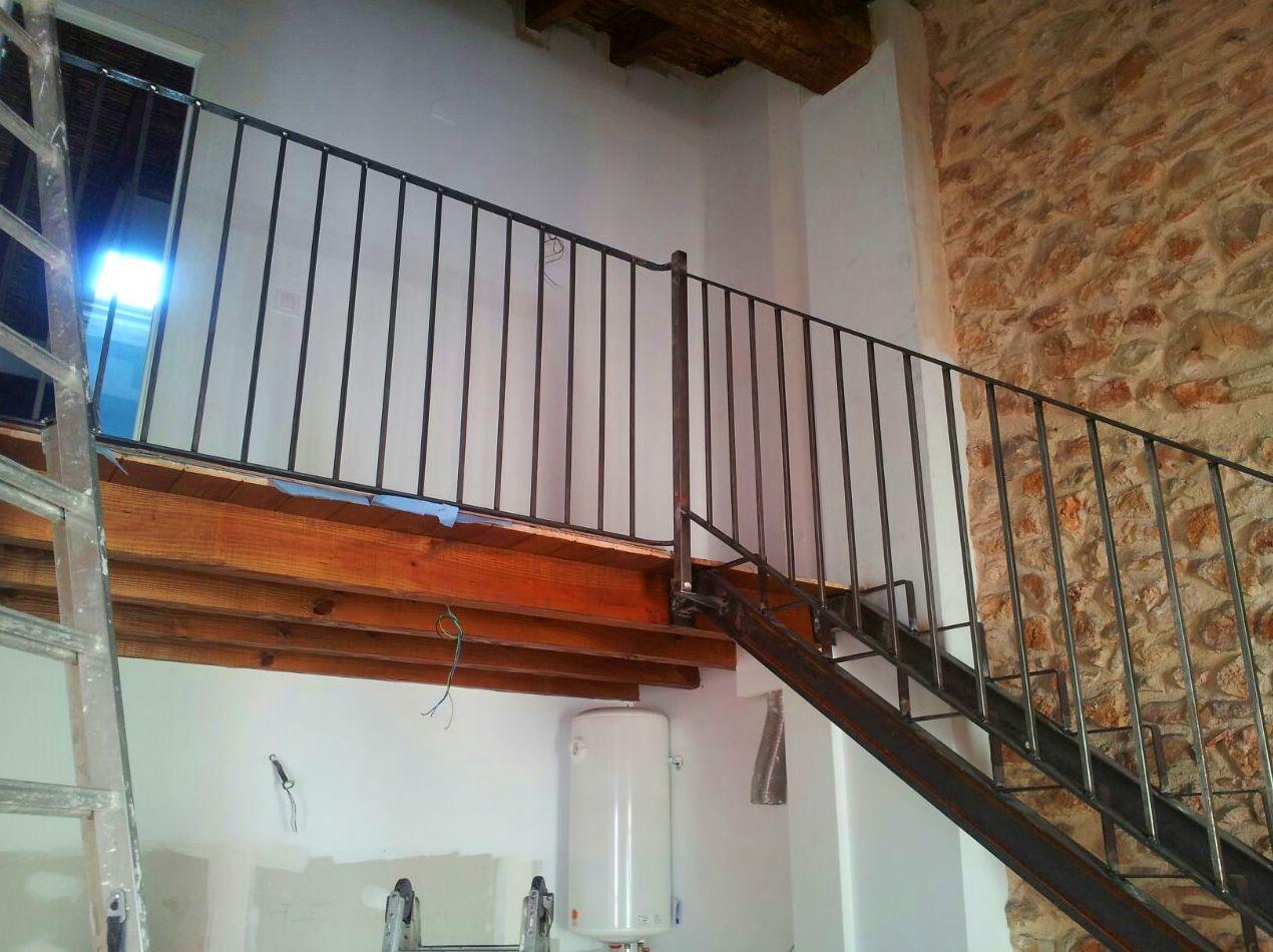 Escalera para subir a altillo