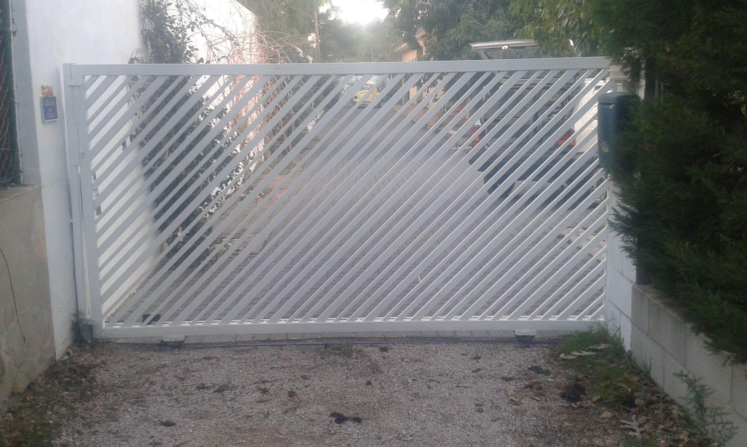 Puerta en chalet de las Rotas