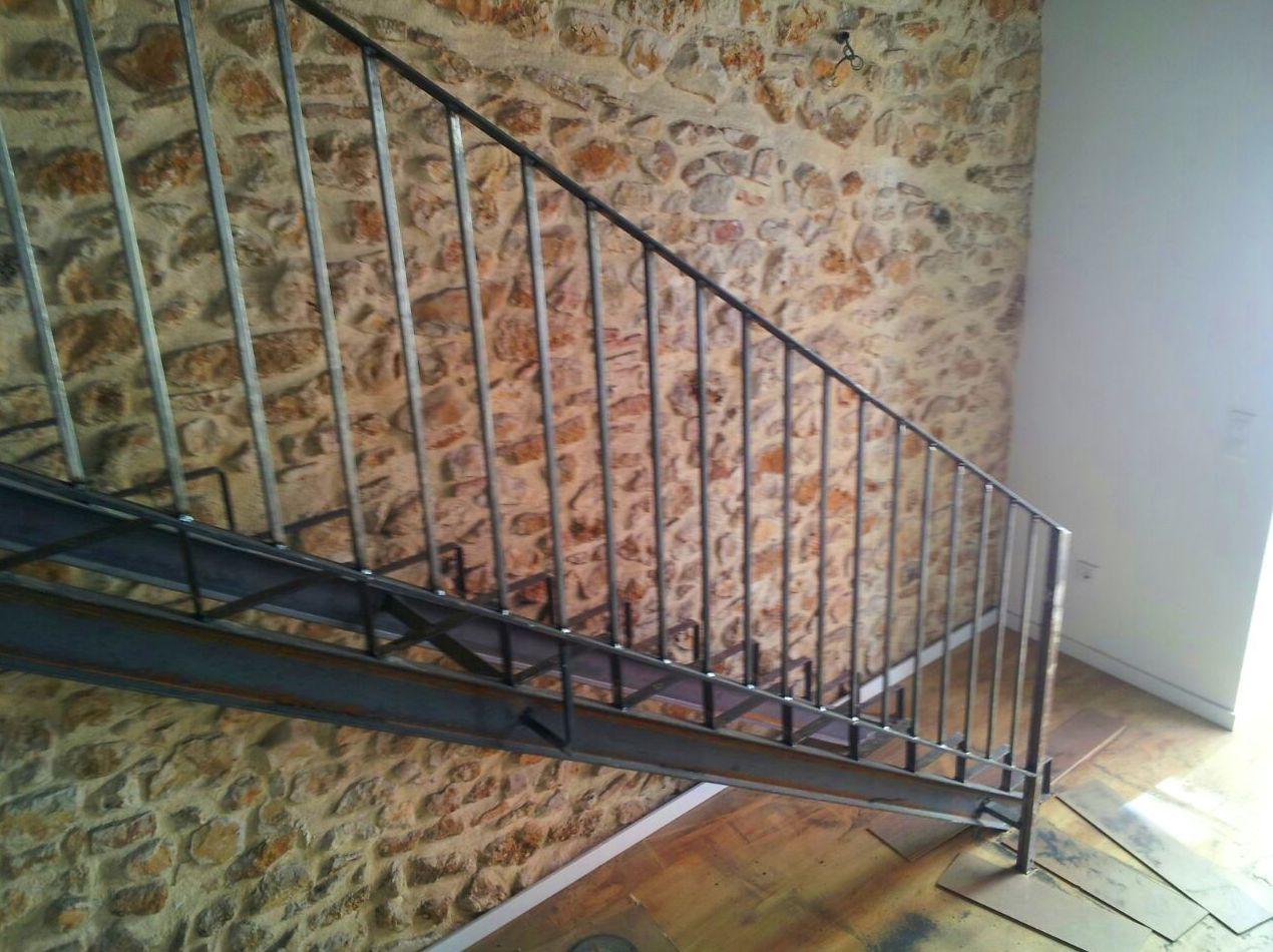 Escalera de hierro con barandilla PARA COLOCAR PELDAÑOS DE MADERA
