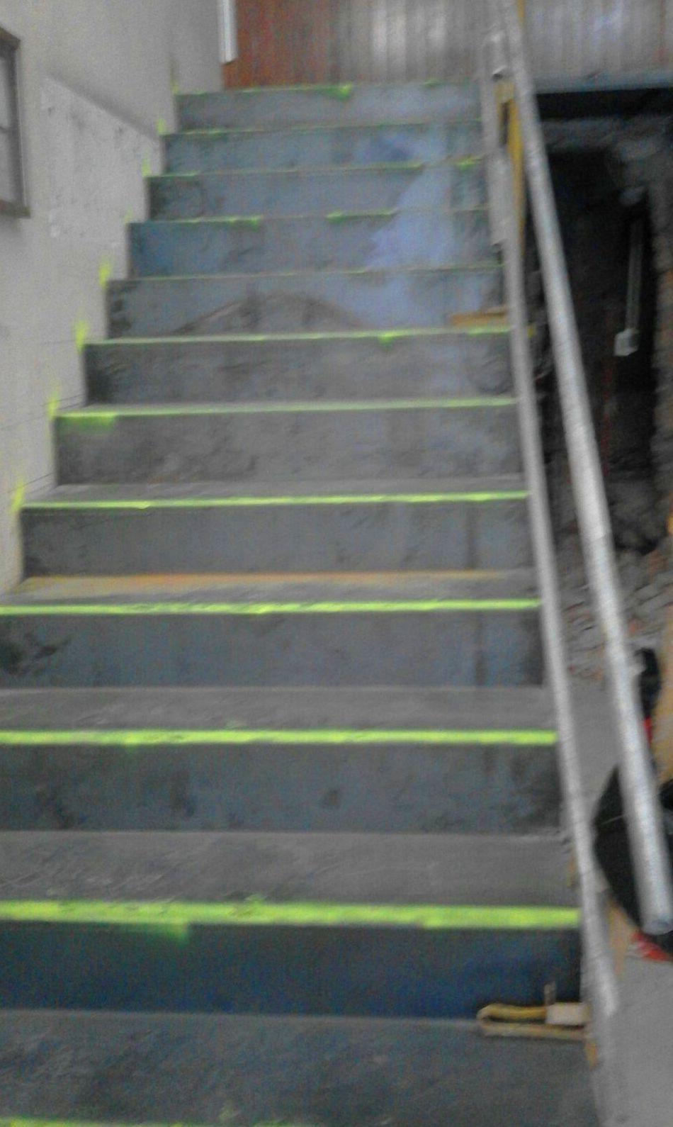 Escalera de chapa para forrar de mármol (Denia)
