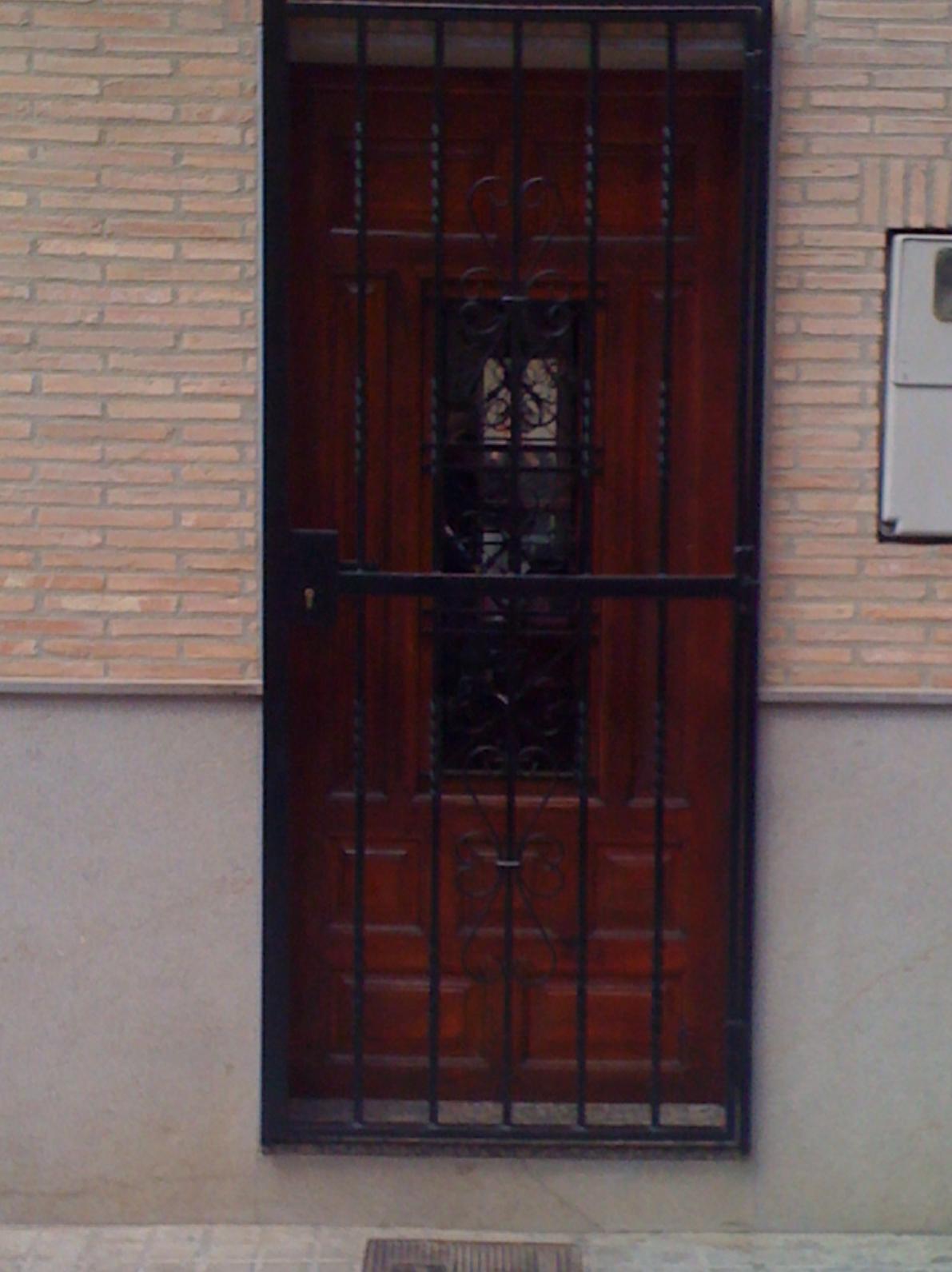 Modelos de puertas metalicas para casas reja de ballesta for Puertas metalicas