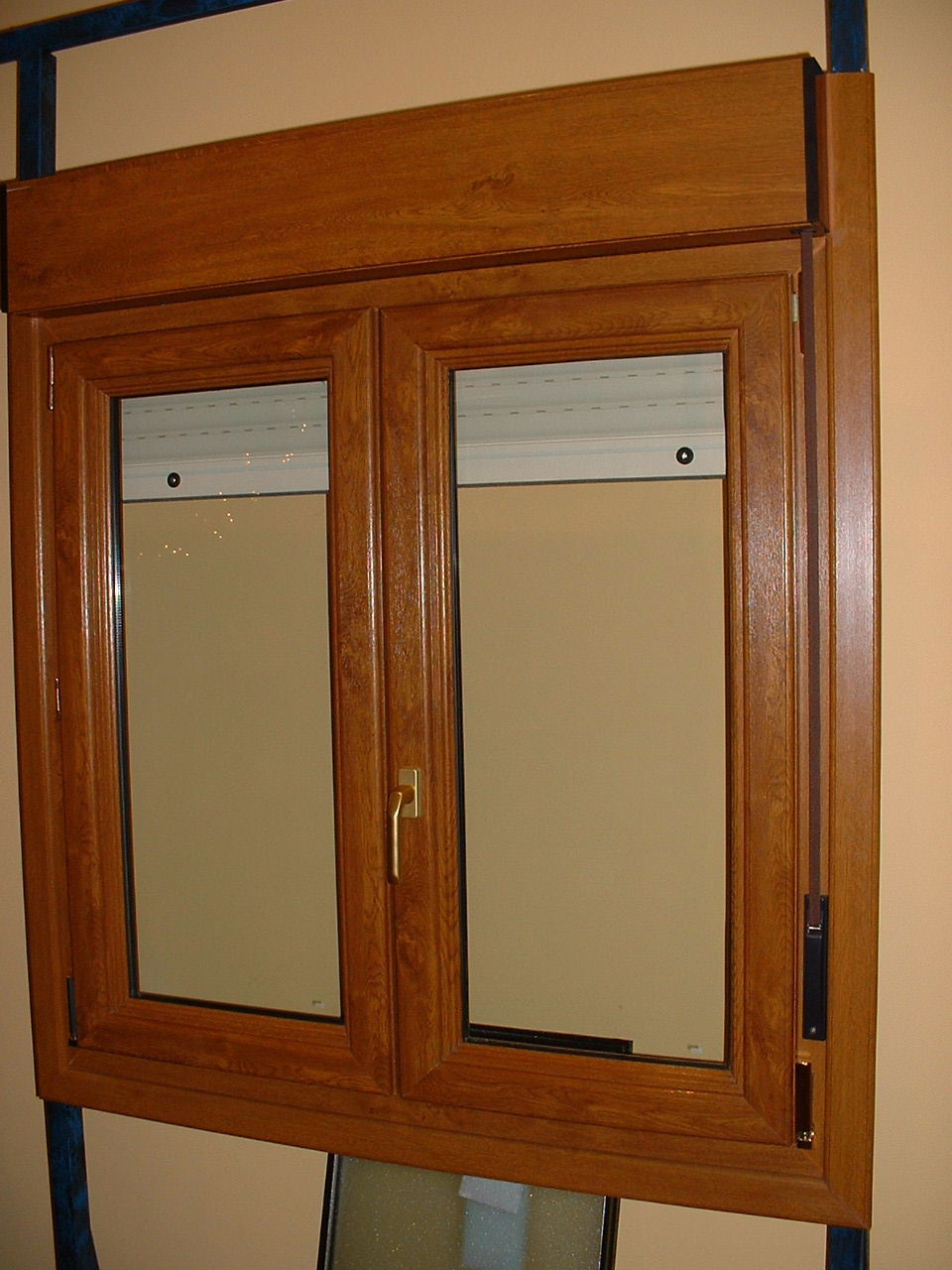 Ventanas aluminio color madera affordable imgenes de for Ventanas pvc madera