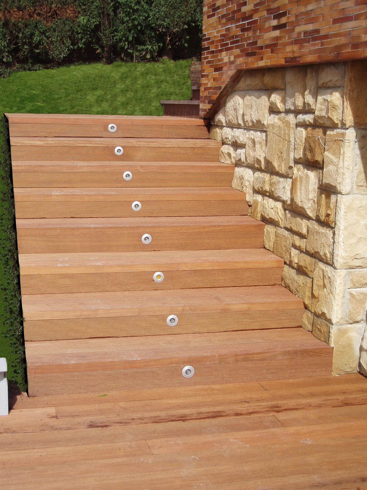 Foto 2 de parquets y revestimientos de suelo en gij n for Bajo escalera exterior