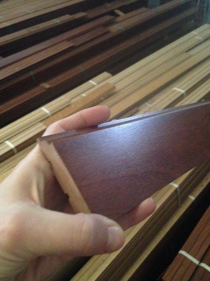 OFERTA zocalo o rodapie macizo de madera de sapelly suministro a toda España
